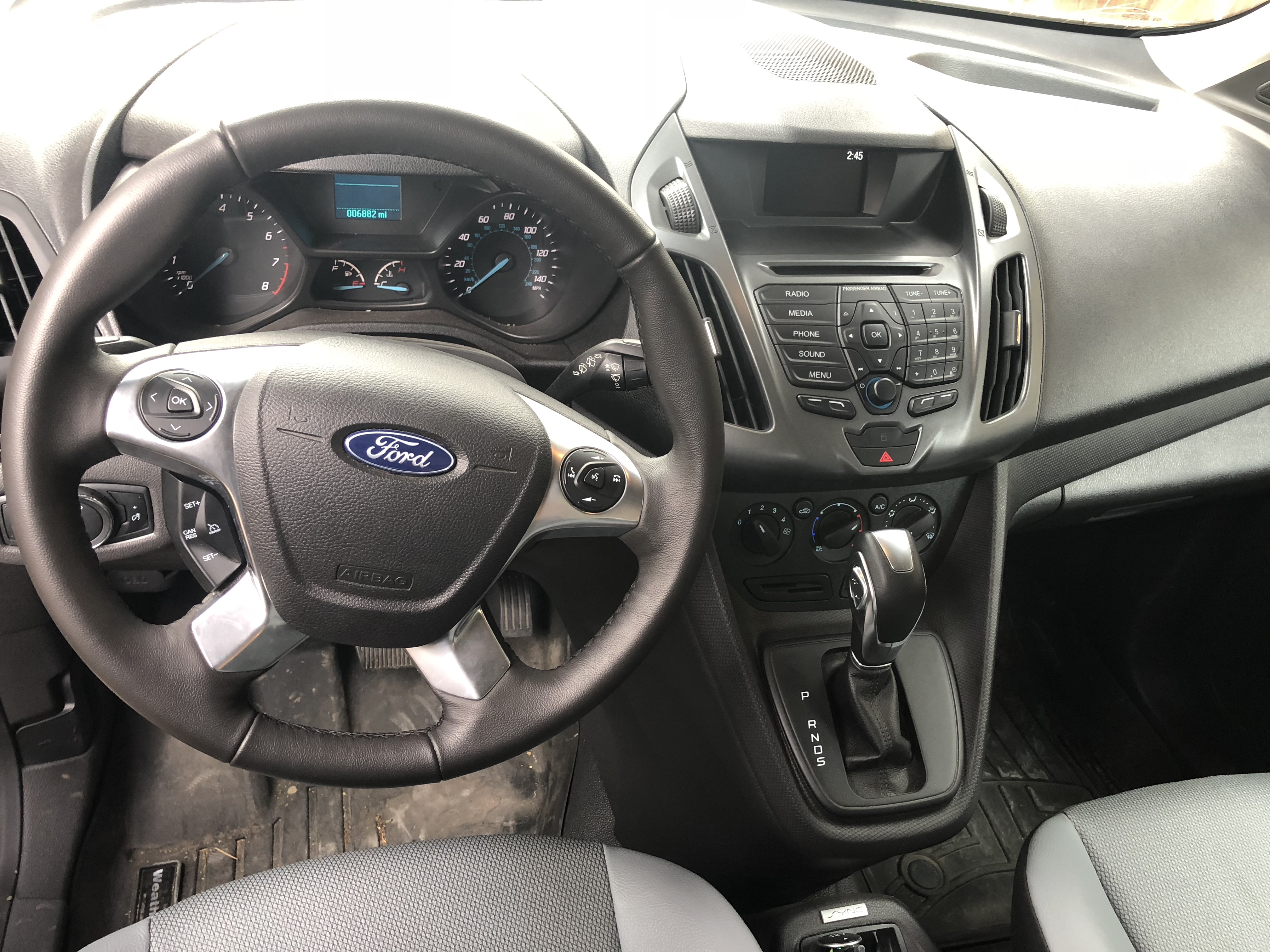 6sp auto. Bluetooth. Cruise control. It's got some of the basic modern conveniences that make for a very comfortable drive.. Ford Transit Connect SWB 2018