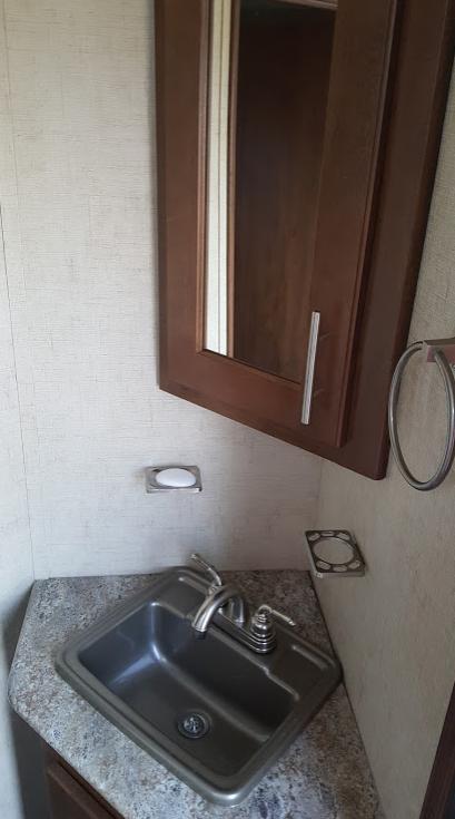 Bathroom. Forest River Wildcat 2016