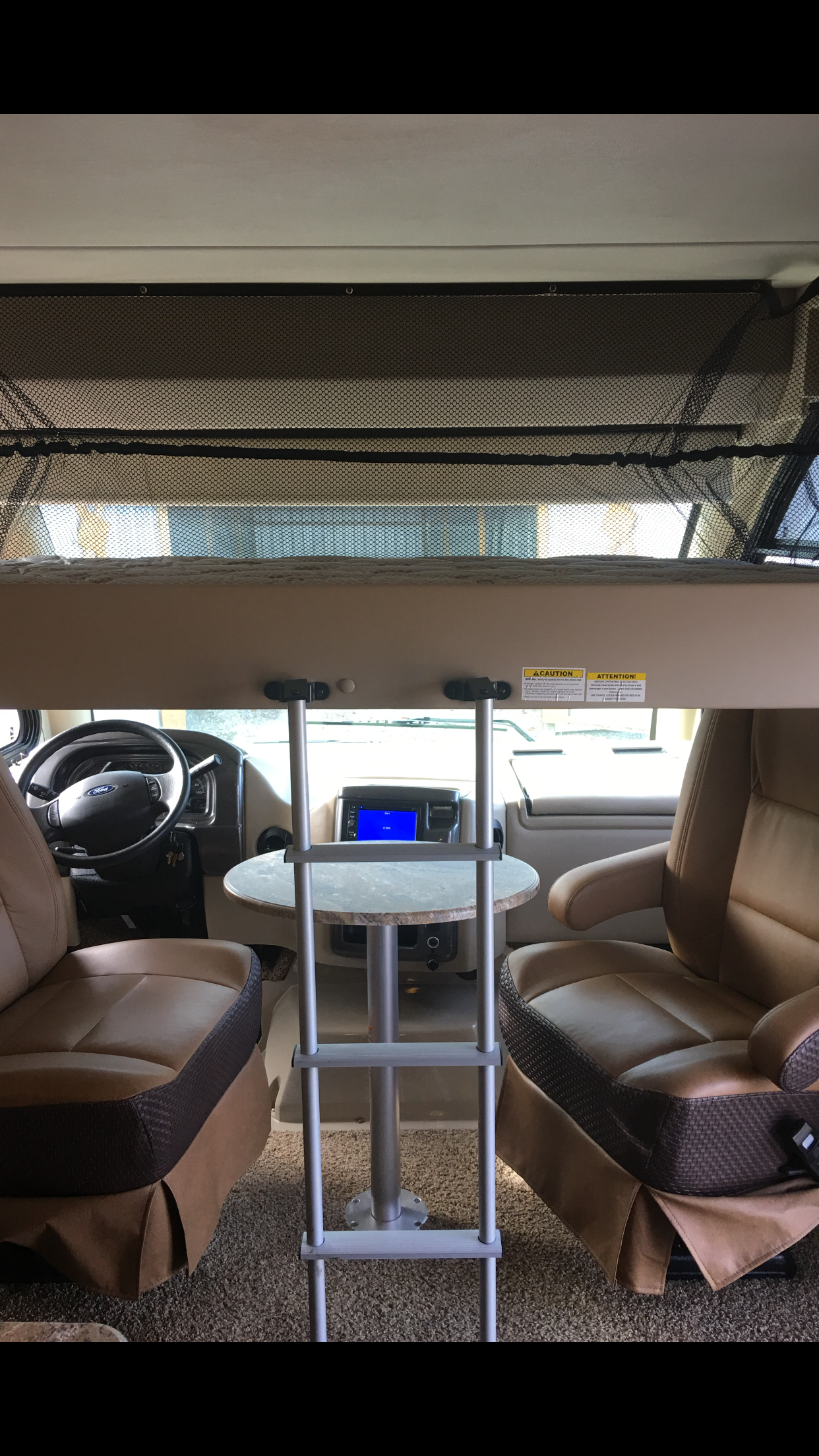 Twin bed automatically comes down. Thor Motor Coach Axis 24.1 2016
