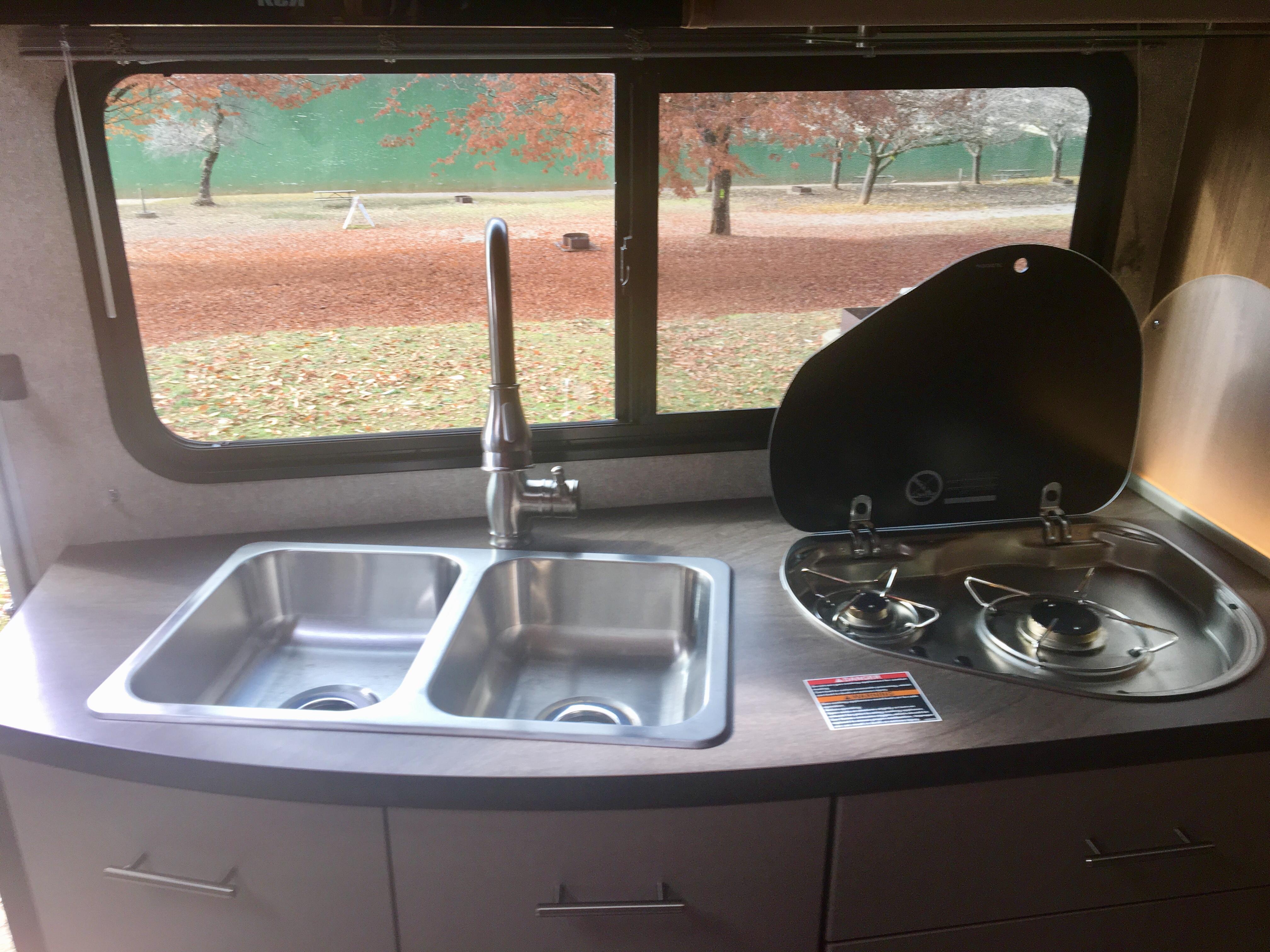 Great views of your favorite locations await you.. Winnebago Navion 2019