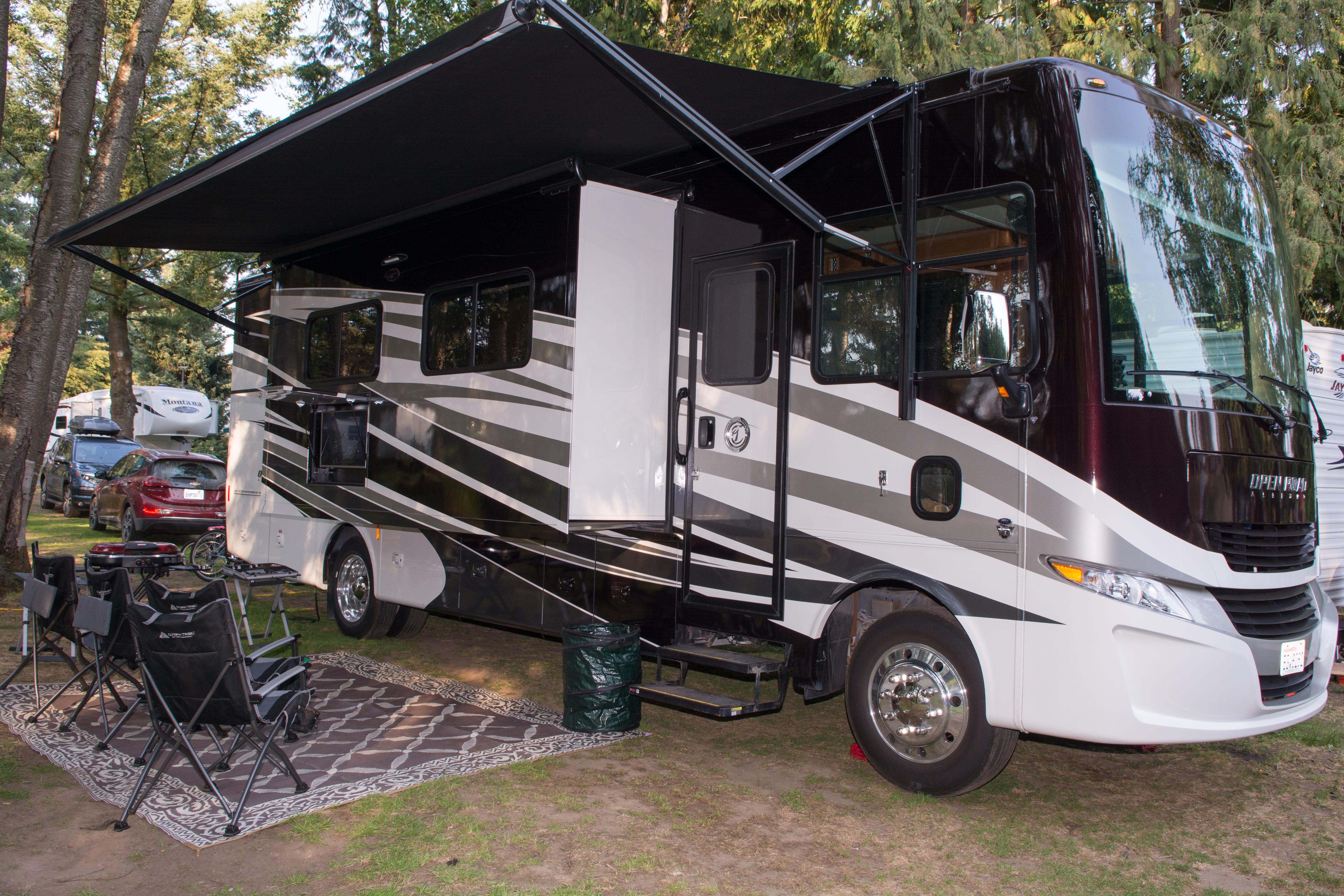 Camp in luxury. Tiffin Motorhomes Allegro Open Road 2018