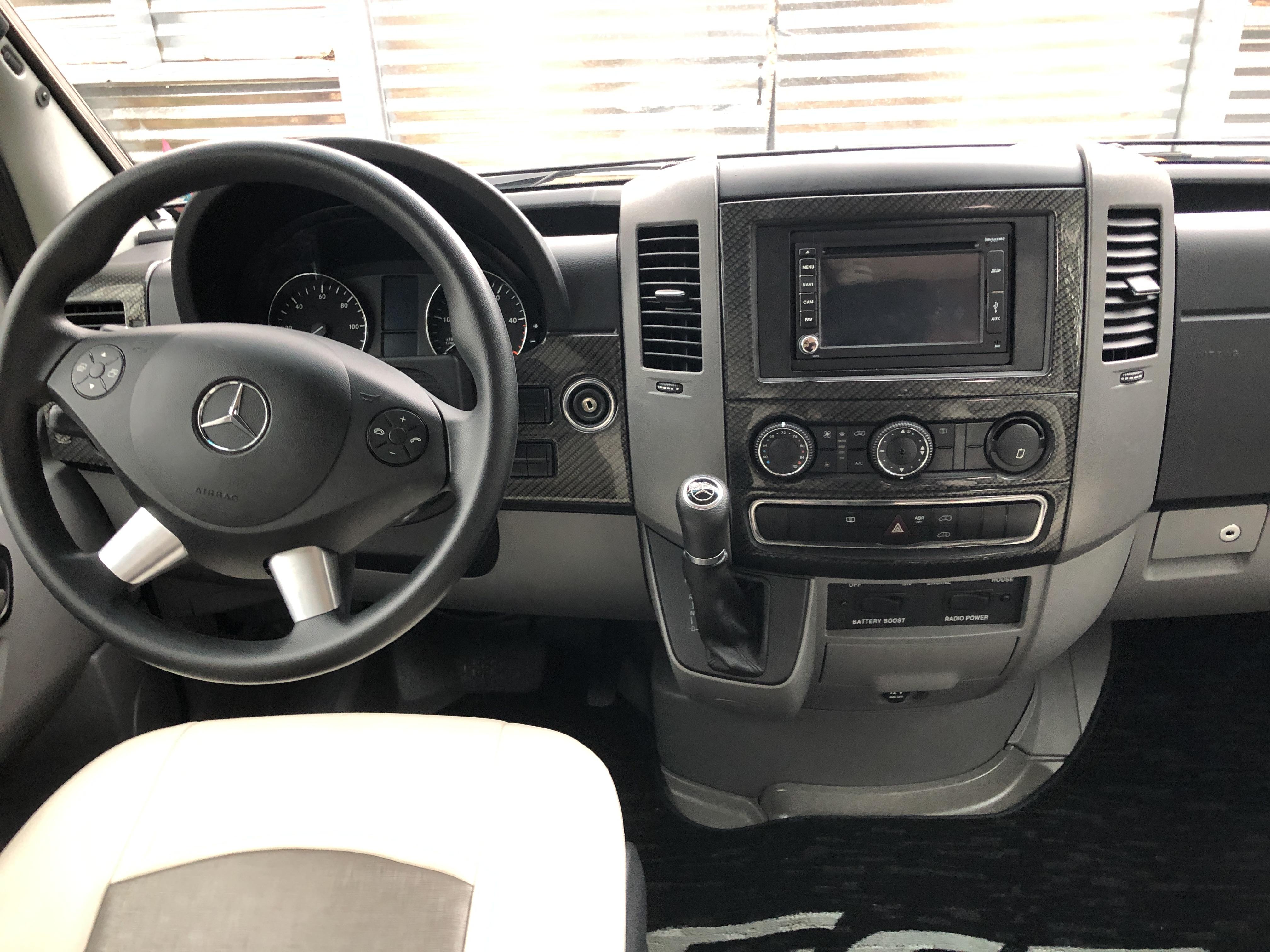 (B2) Mercedes-Benz Galleria 24'
