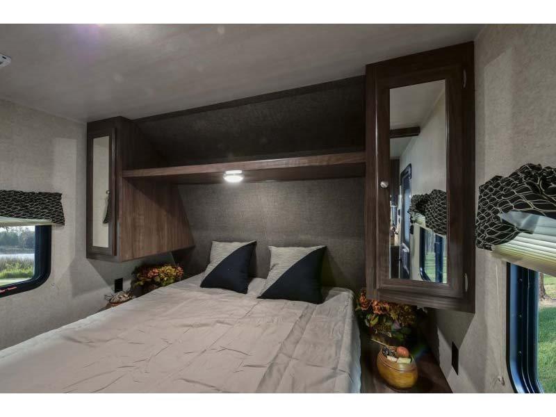 Main bedroom. Queen sized bed. . Heartland Prowler Lynx 2017