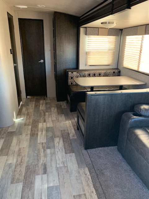 Dining Interior. CruiserRvCorp ShadowCruiser 2017
