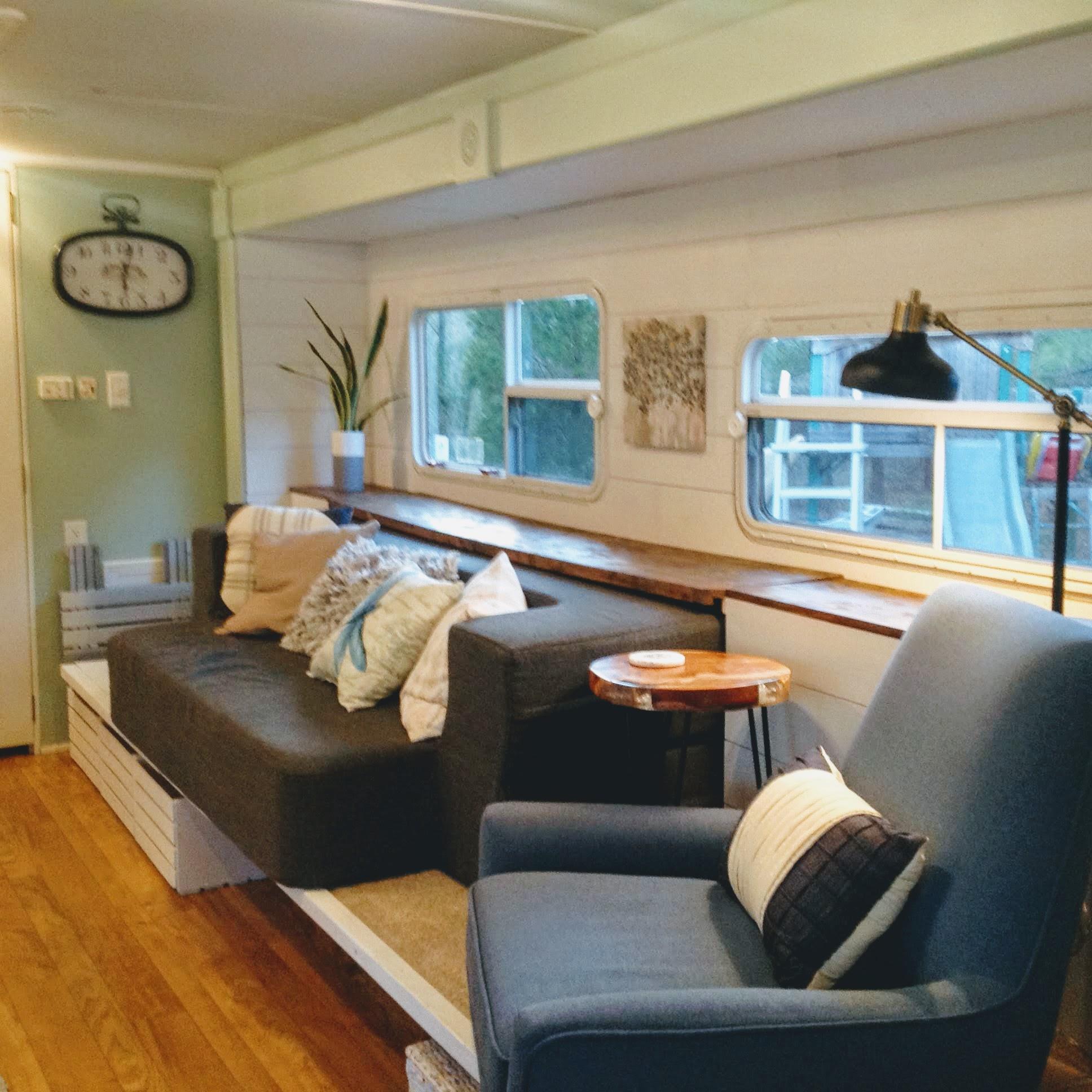 Comfortable living area . Starcraft Aruba 2003