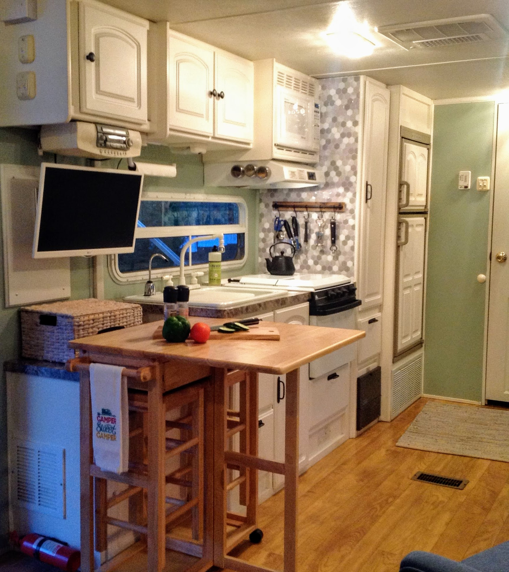 Kitchen area with fold down table that can be used for extra counter space.  Smart TV. Starcraft Aruba 2003