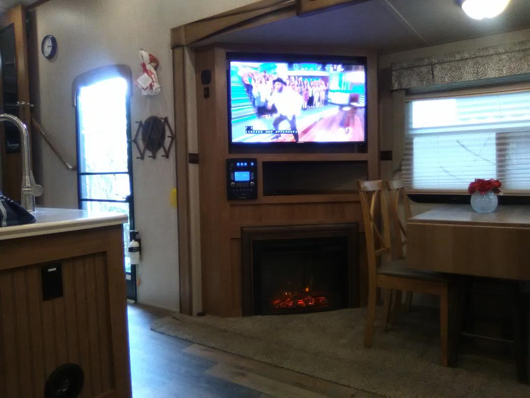 Dining table seats 4,  large swivel tv, working fireplace w/ w out heat.. Forest River Rockwood Signature Ultra 2017
