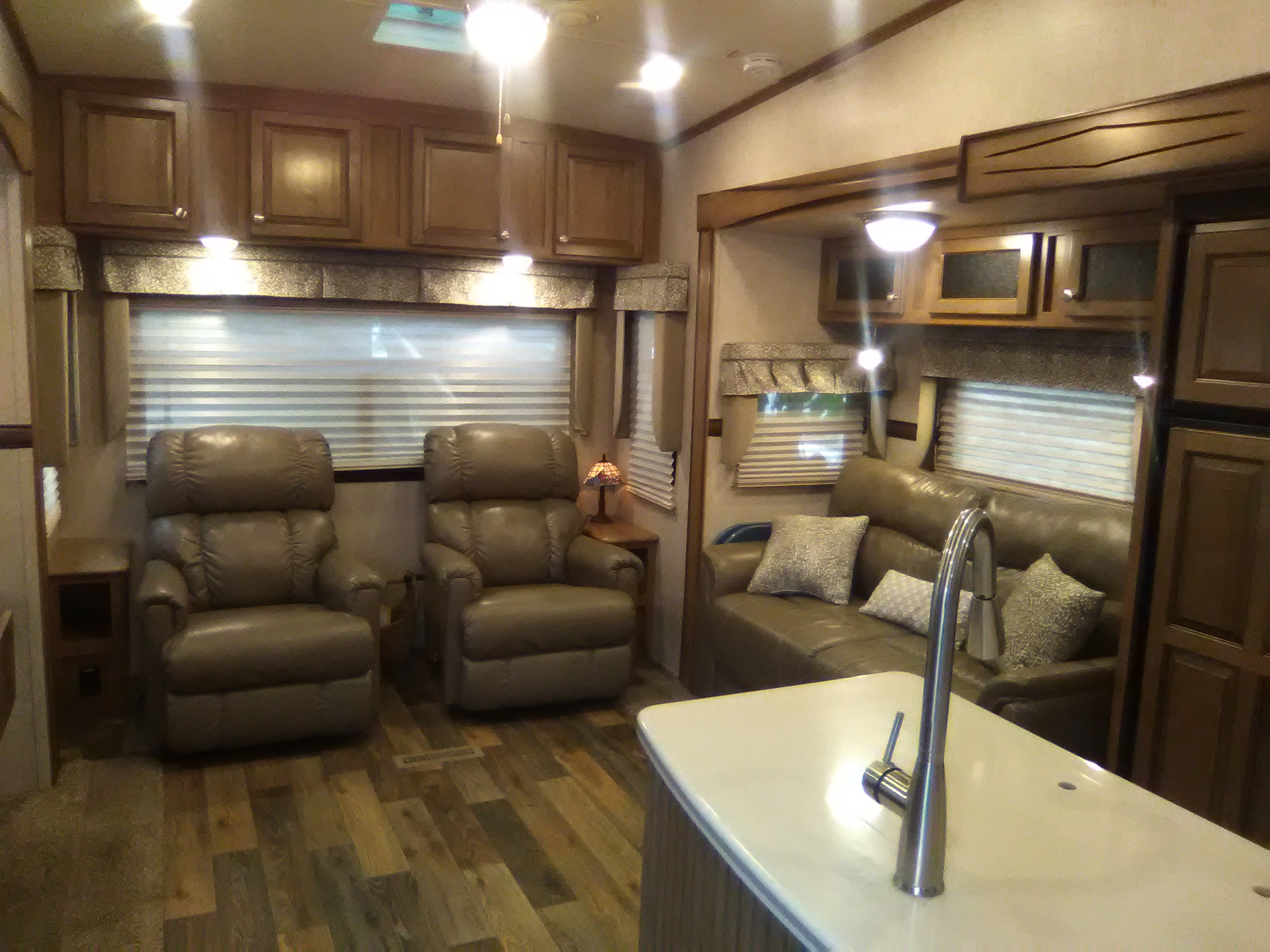 2 movable cushy leather recliners, corner end tables, large over head storage,  overhead reading lights.   . Forest River Rockwood Signature Ultra 2017