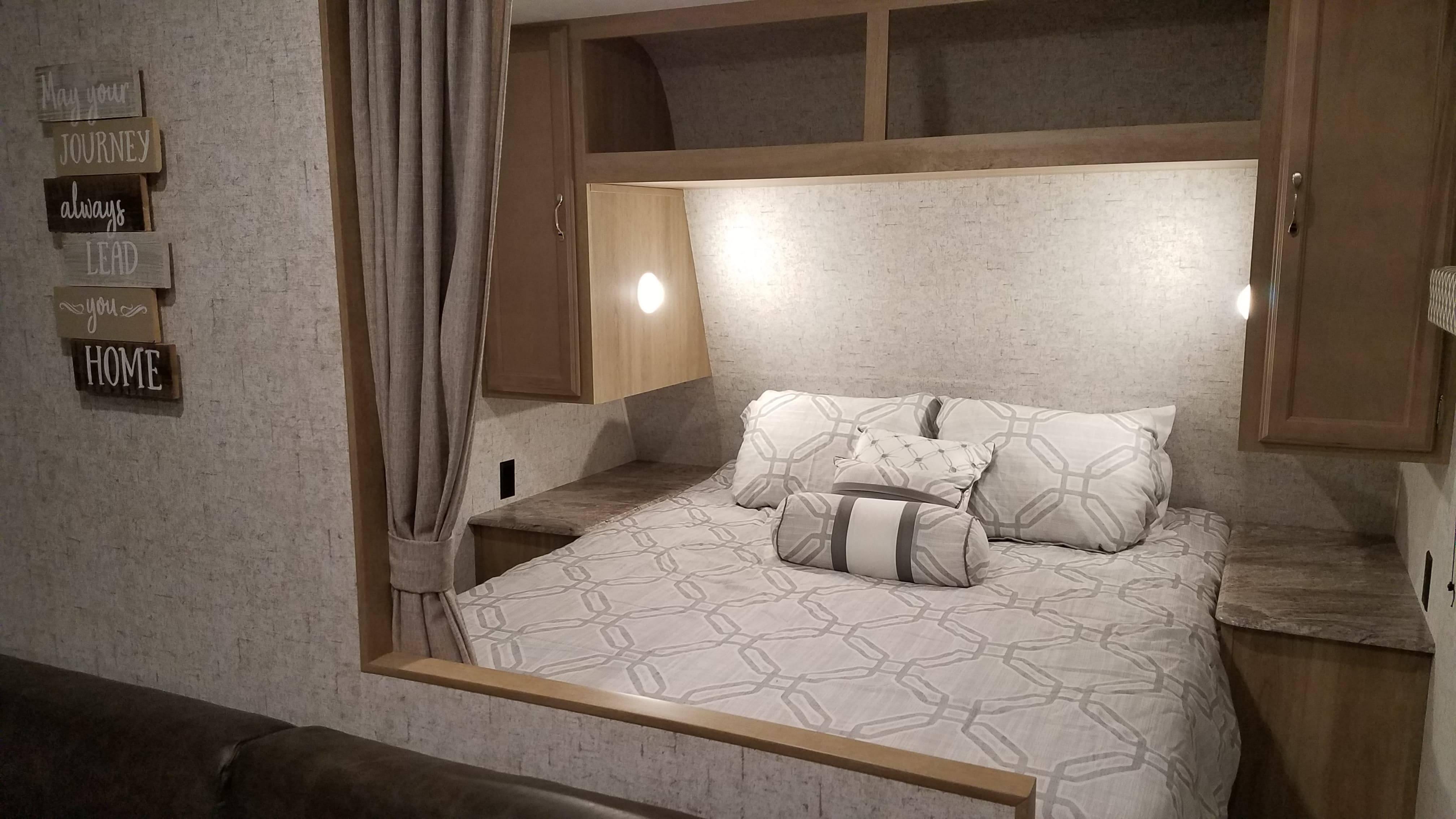 Queen Bed.. Braxton Creek 26BH 2019