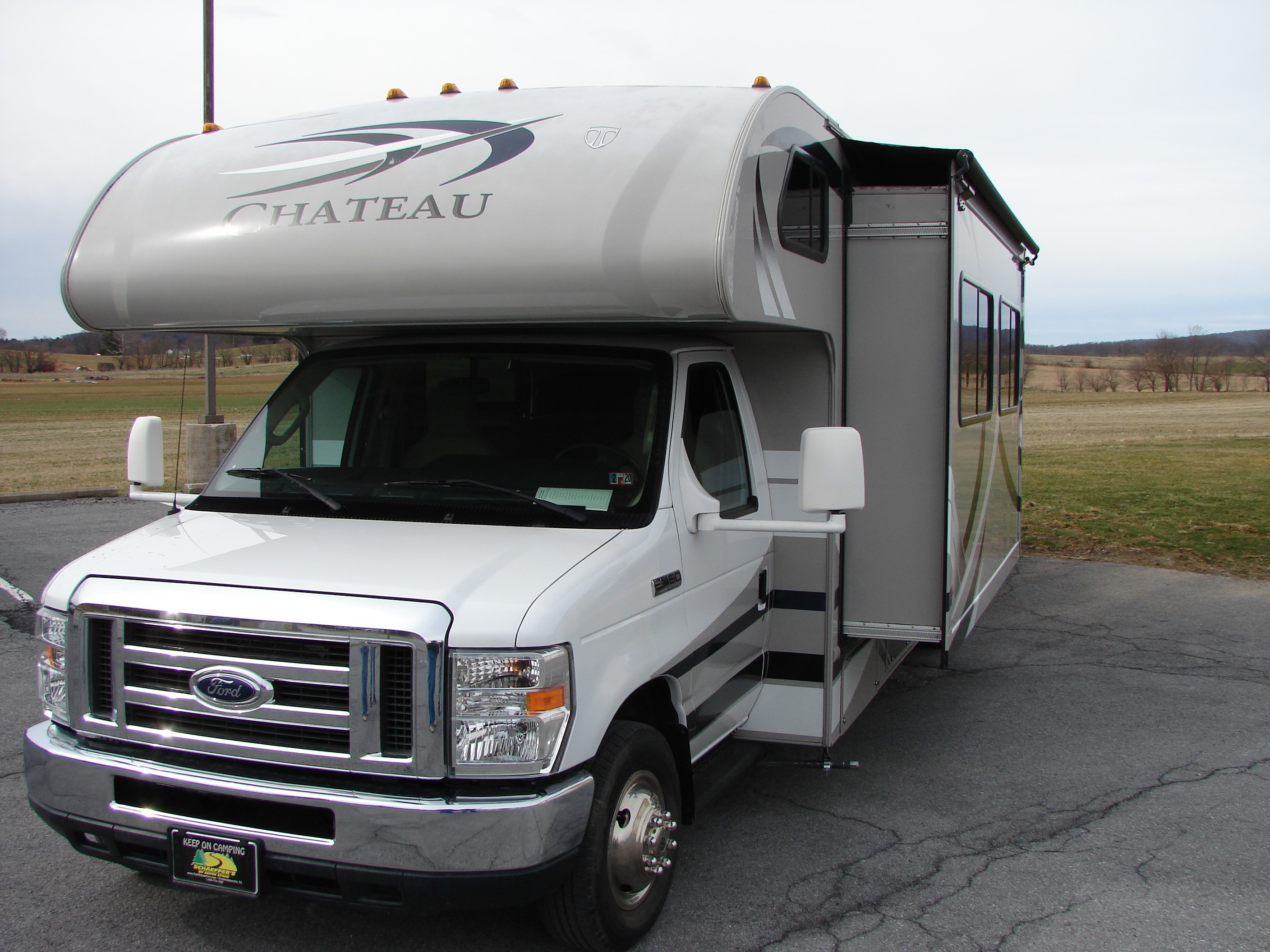 Spacious 32' fully equipped Gettysburg area. Thor Motor Coach Chateau 2014