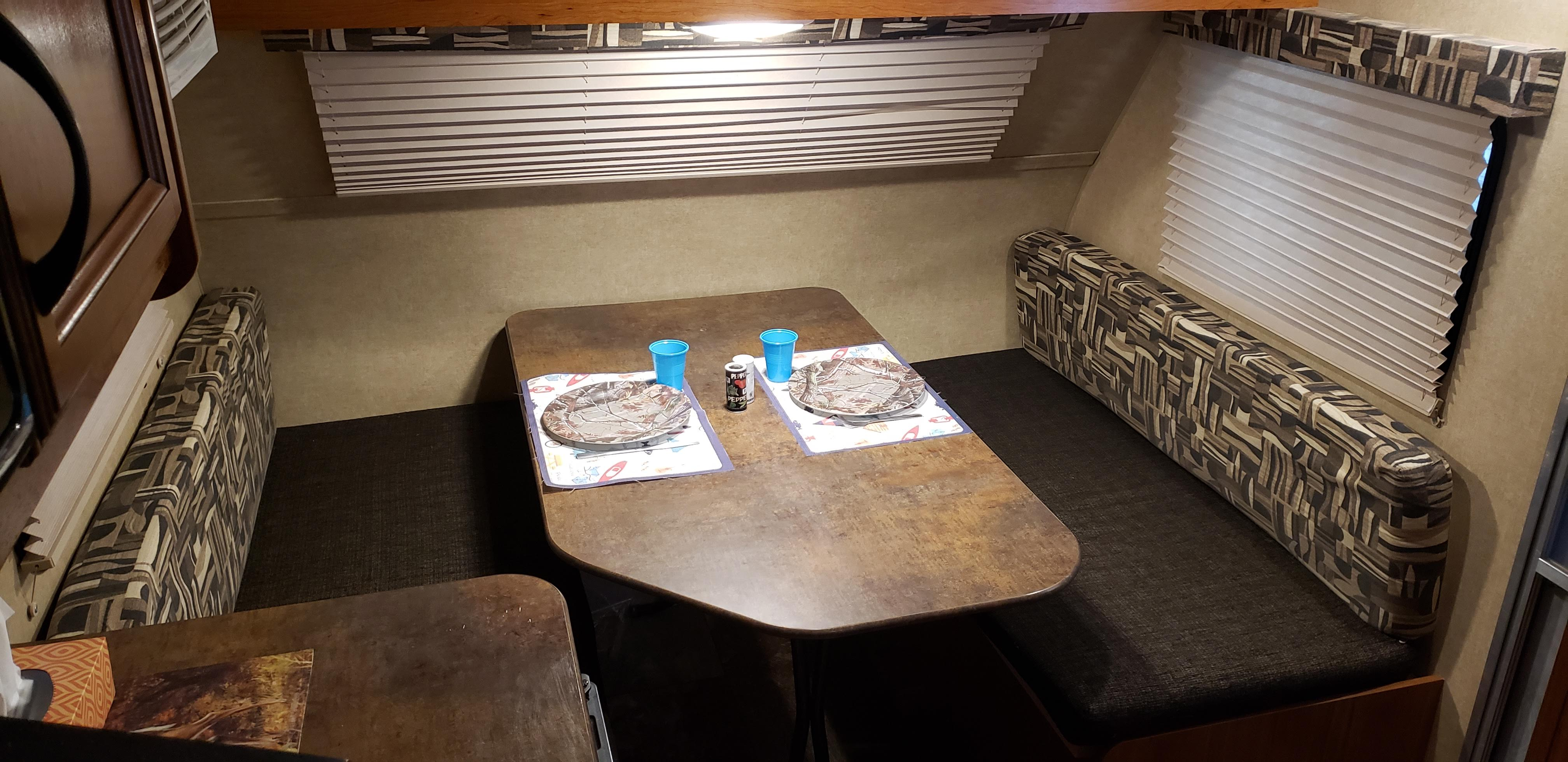 Plenty of room for four to dine inside in comfort.. Starcraft Ar-One 2016