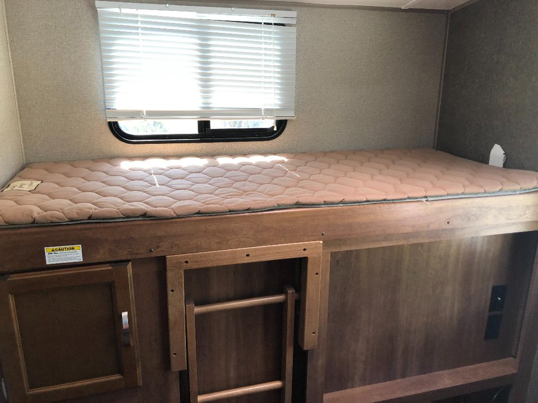 Bunk. Comes with sheets, pillow and blanket. Keystone Springdale 2017