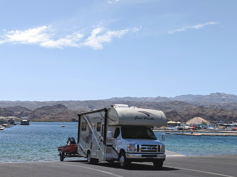 Adventuring to Lake Mojave, NV. Thor Motor Coach Four Winds Majestic 2017