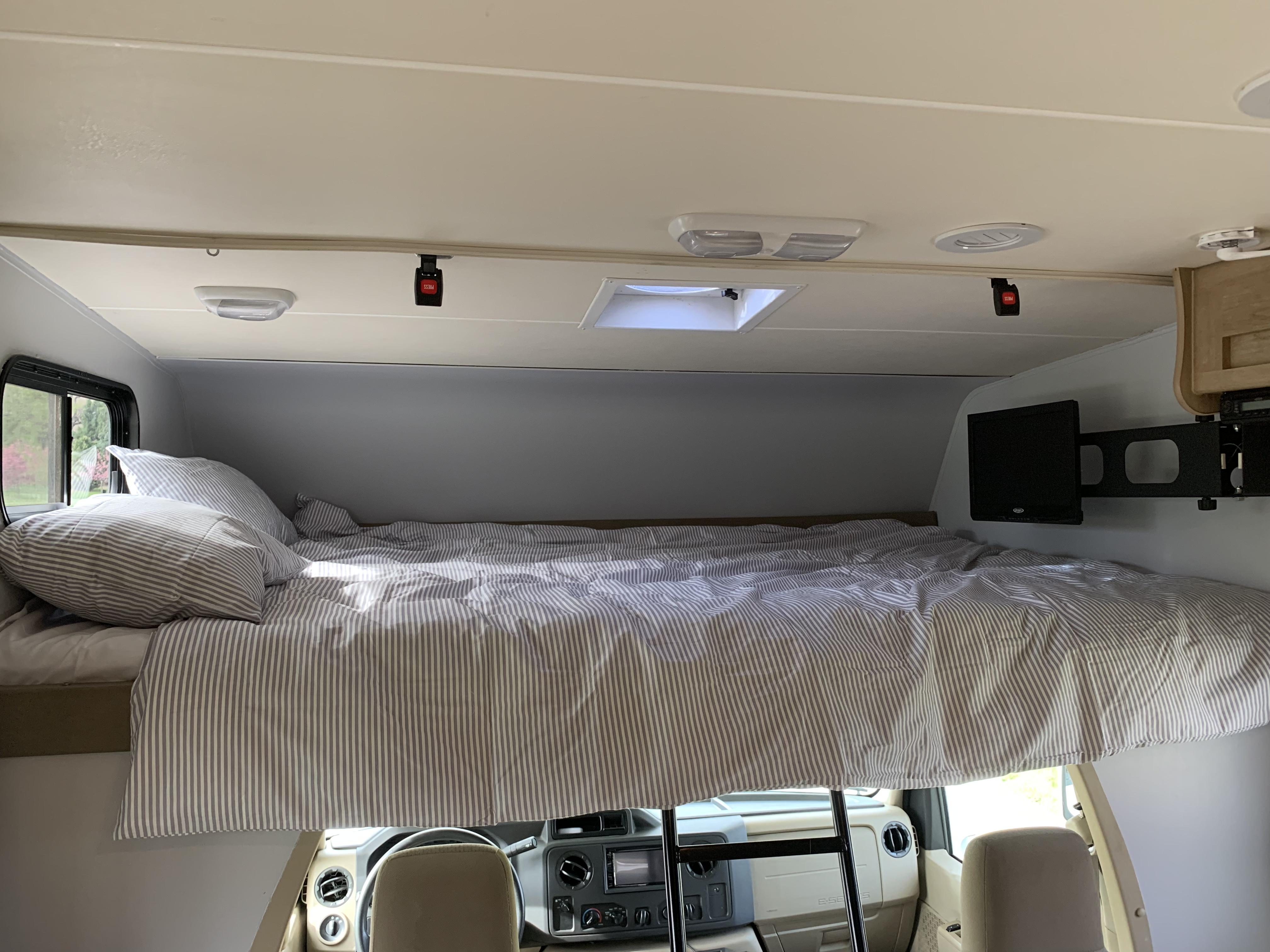 Overhead bunk. Coachmen Freelander 2015