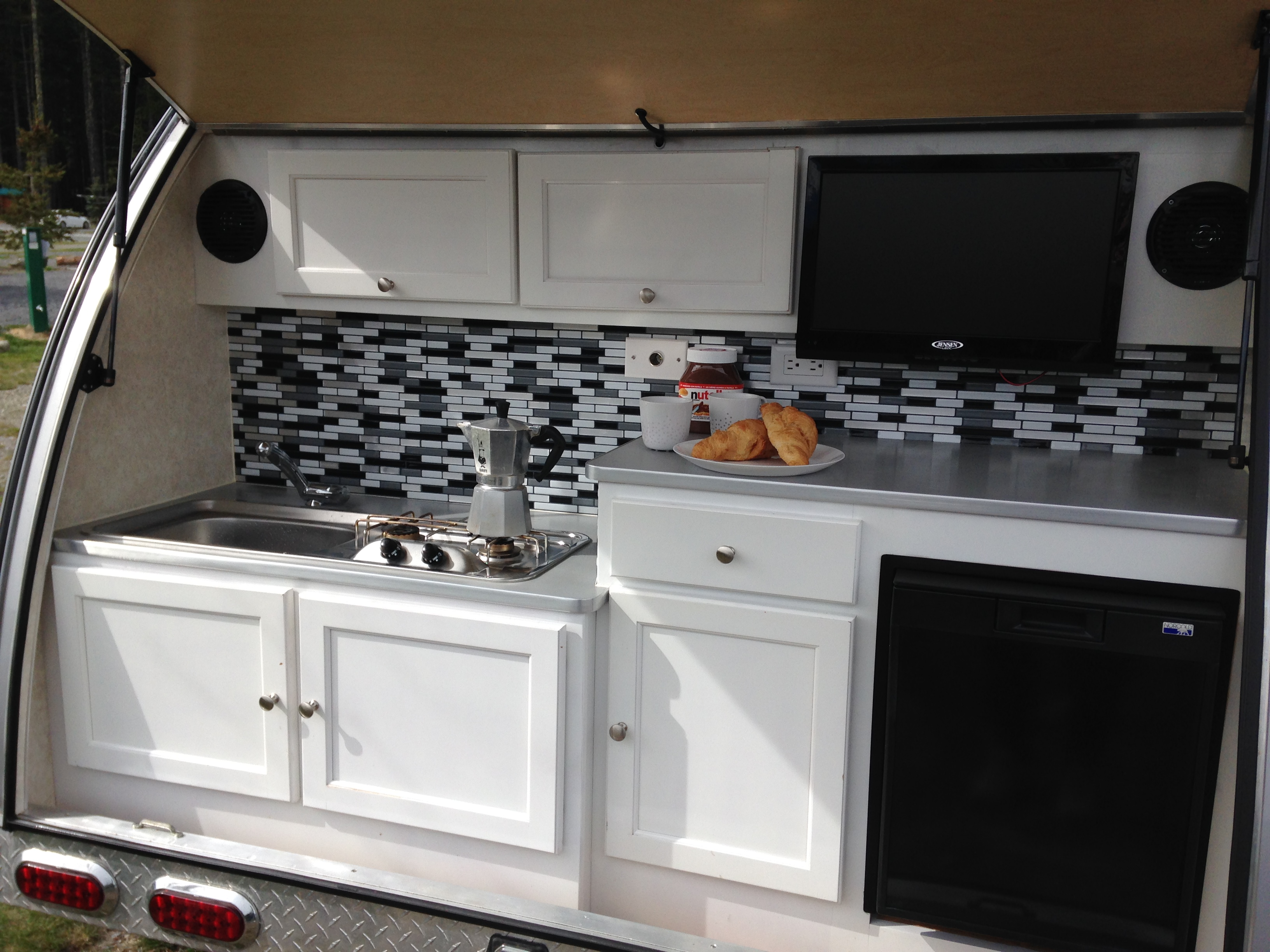 We love our outdoor kitchen. When camping, we spend 80-90% of the time outside anyway. . T@B 320 RS 2017