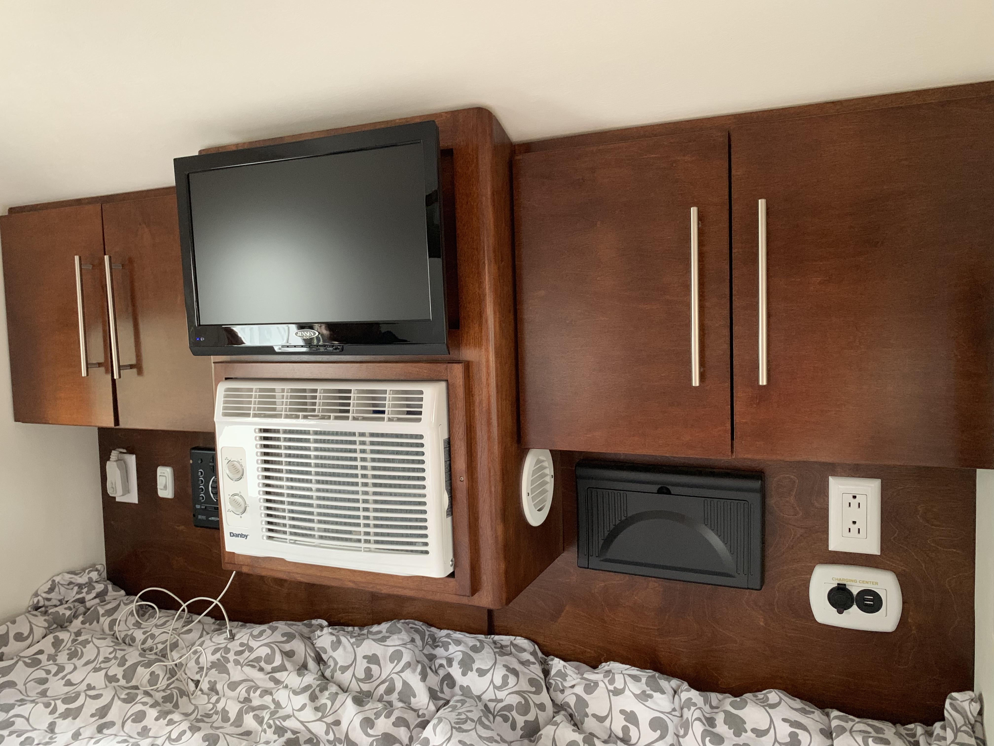 Inside relaxing Watch TV, crank up the AC. Little Guy Sport 6 Wide 2017