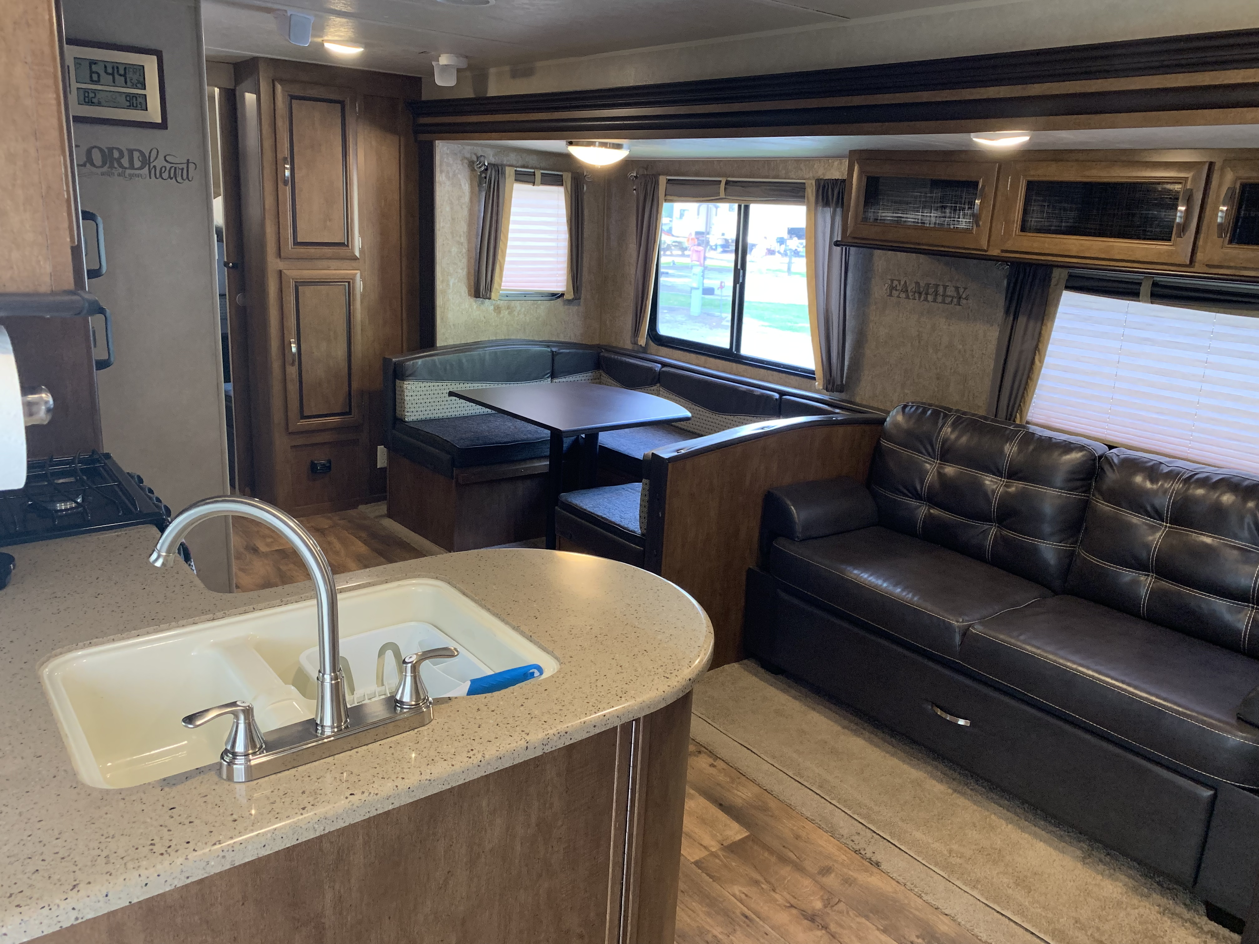 The dinette collapses into a full-size bed & the jackknife sofa converts into a twin-size bed. Forest River Salem 2016