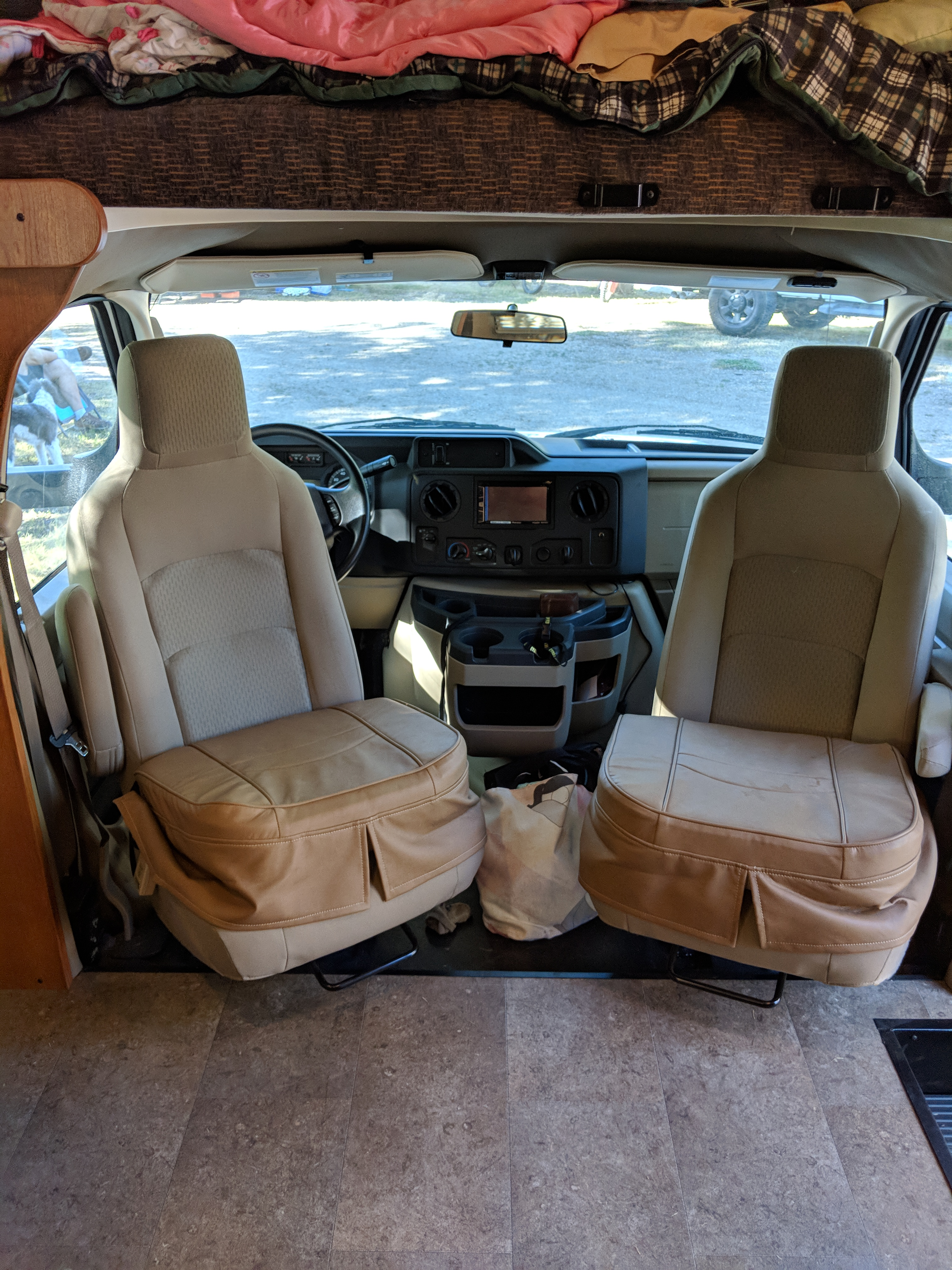 Front driving seats can be turned around once parked to increase your seating by two!. Winnebago Minnie Winnie 2017