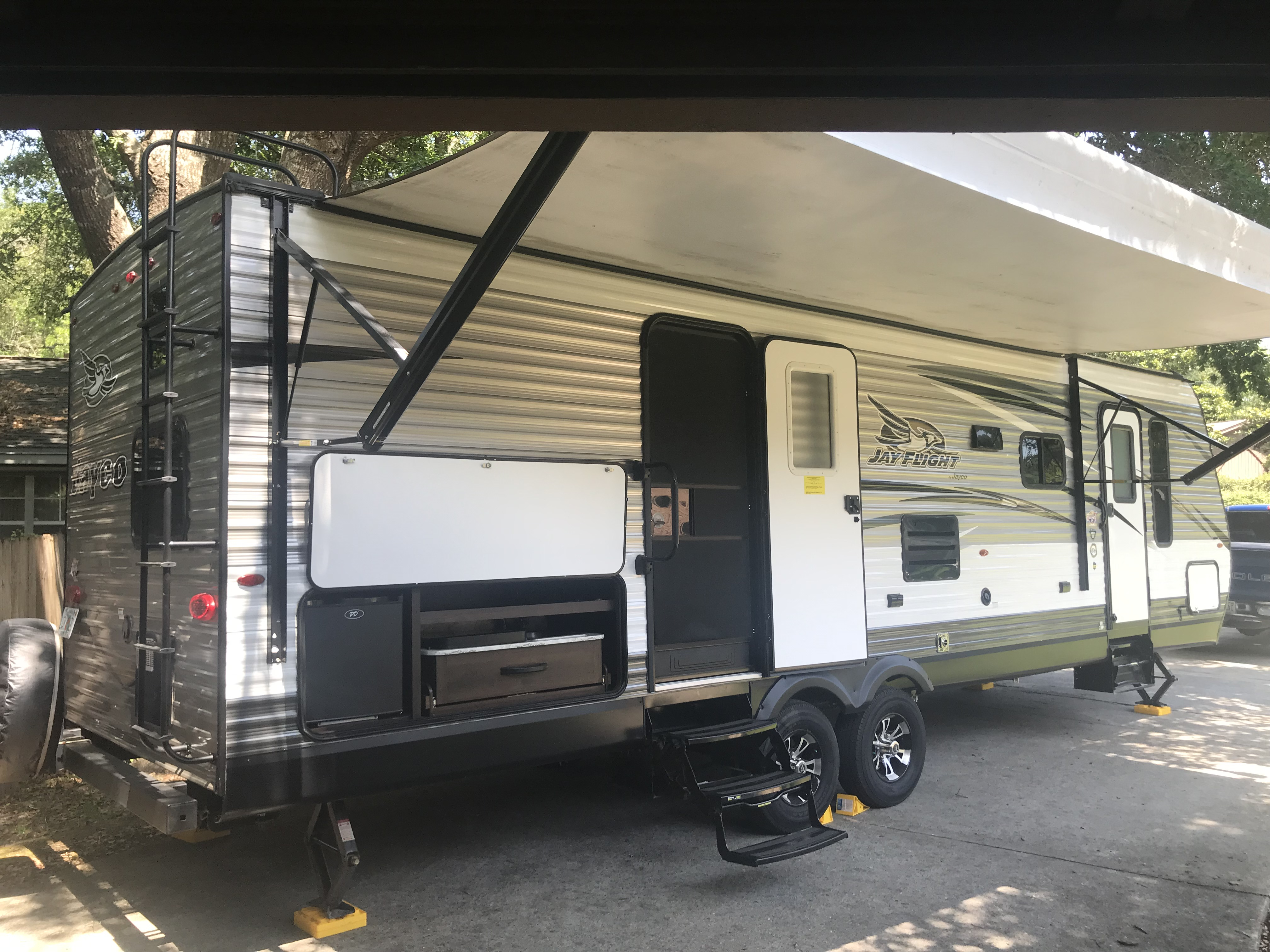 Room to roam in this 33 ft camper trailer.  Come make memories today!. Jayco Jay Flight 2018