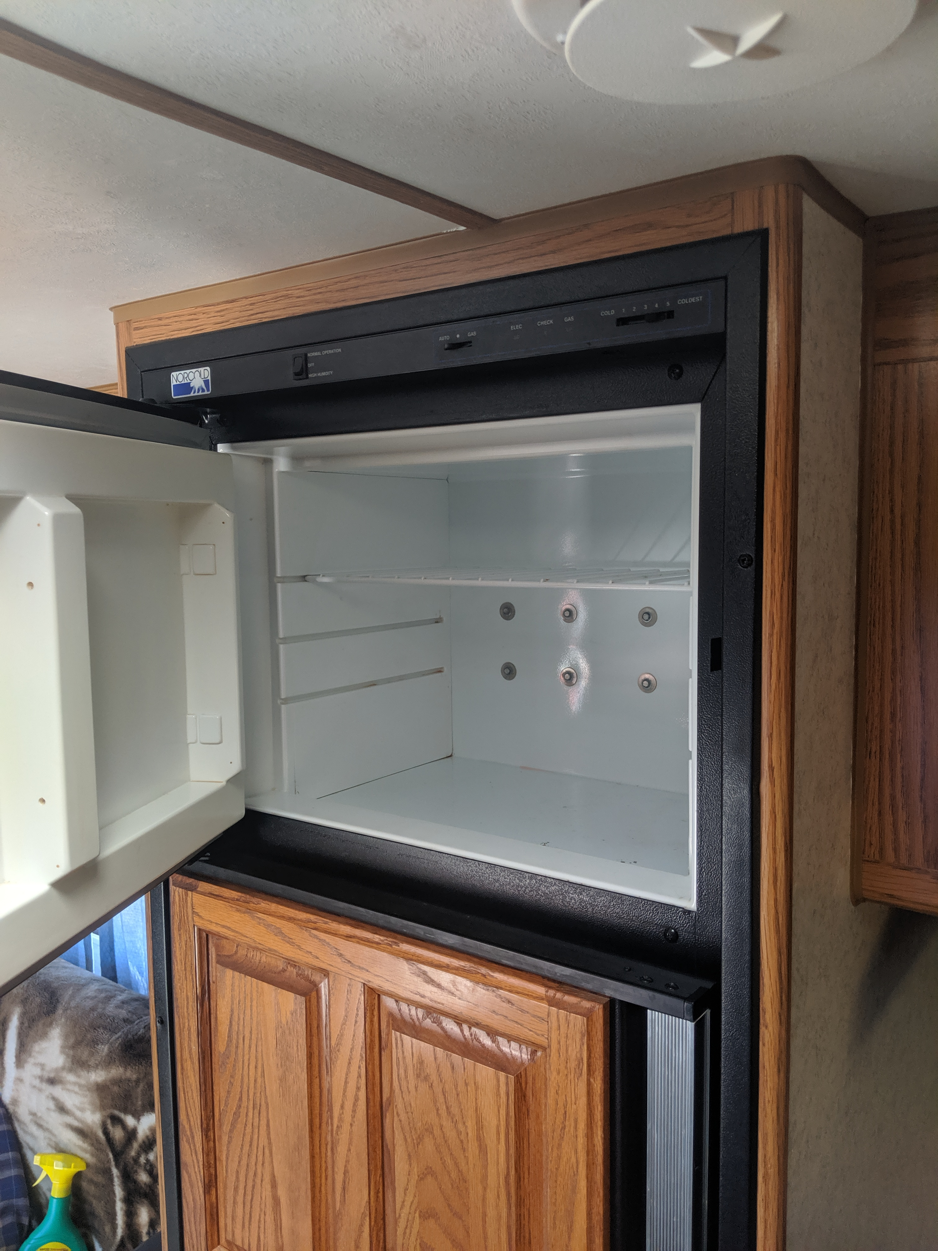 Top freezer. This unit can be operated electrical or propane. . Jayco EAGLE 1997