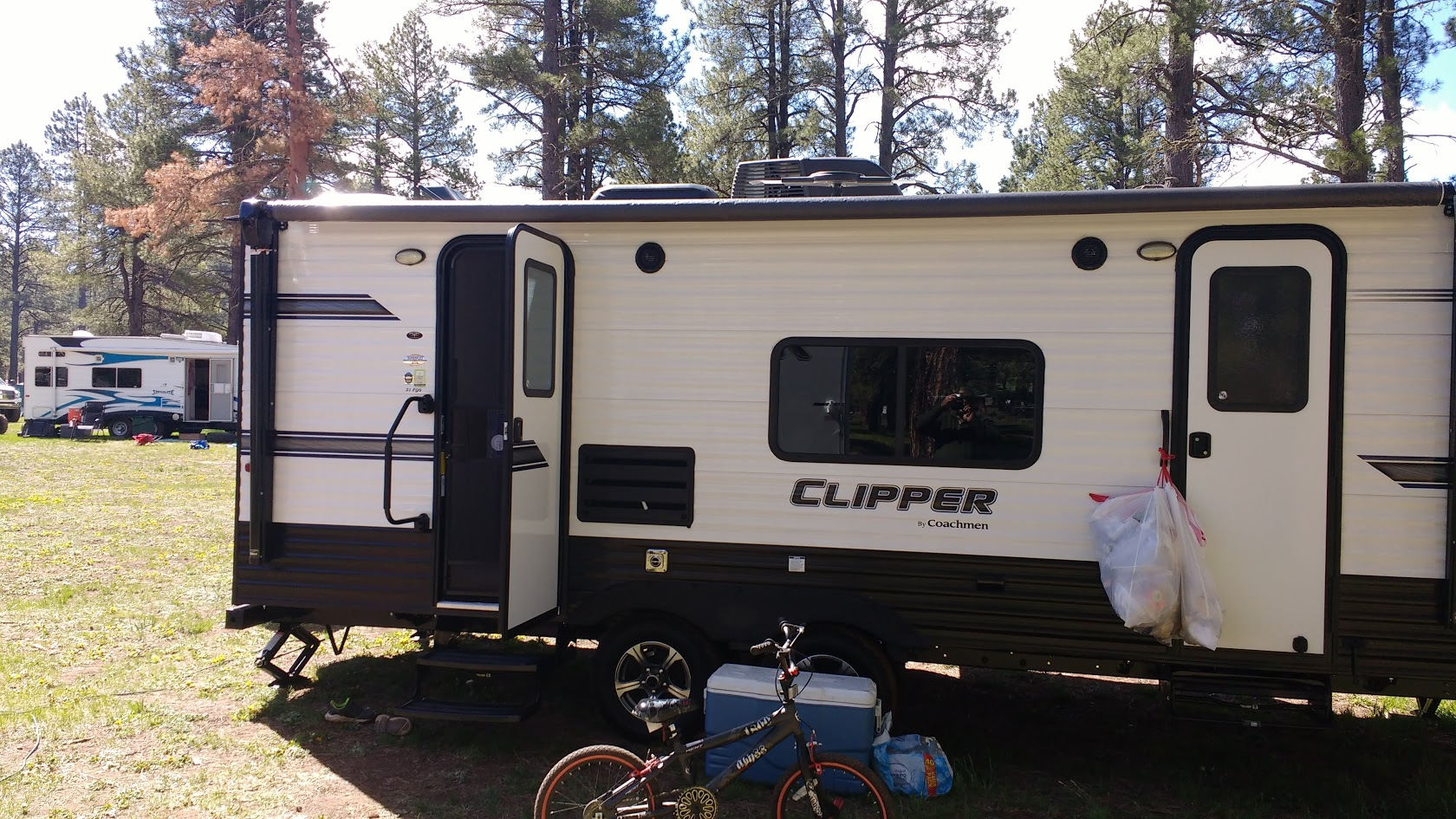 Front and Rear entry doors. Coachmen Ultralite Clipper 21FQS 2019