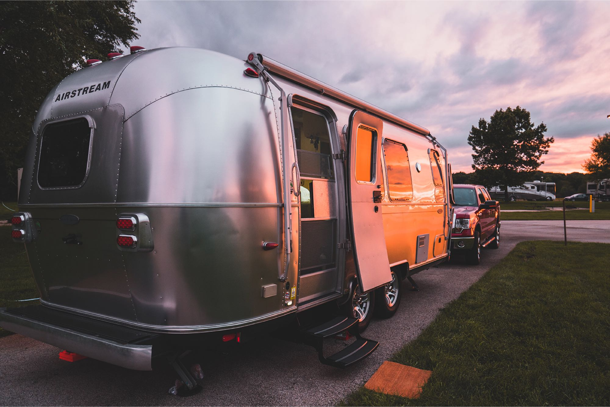 Exterior sunset side. Airstream FlyingCloud 2013