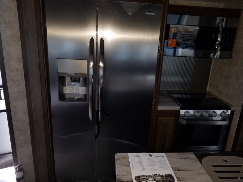 Full size refrigerator with ice maker and filtered water. . Highland Ridge Open Range 427BHS 2019