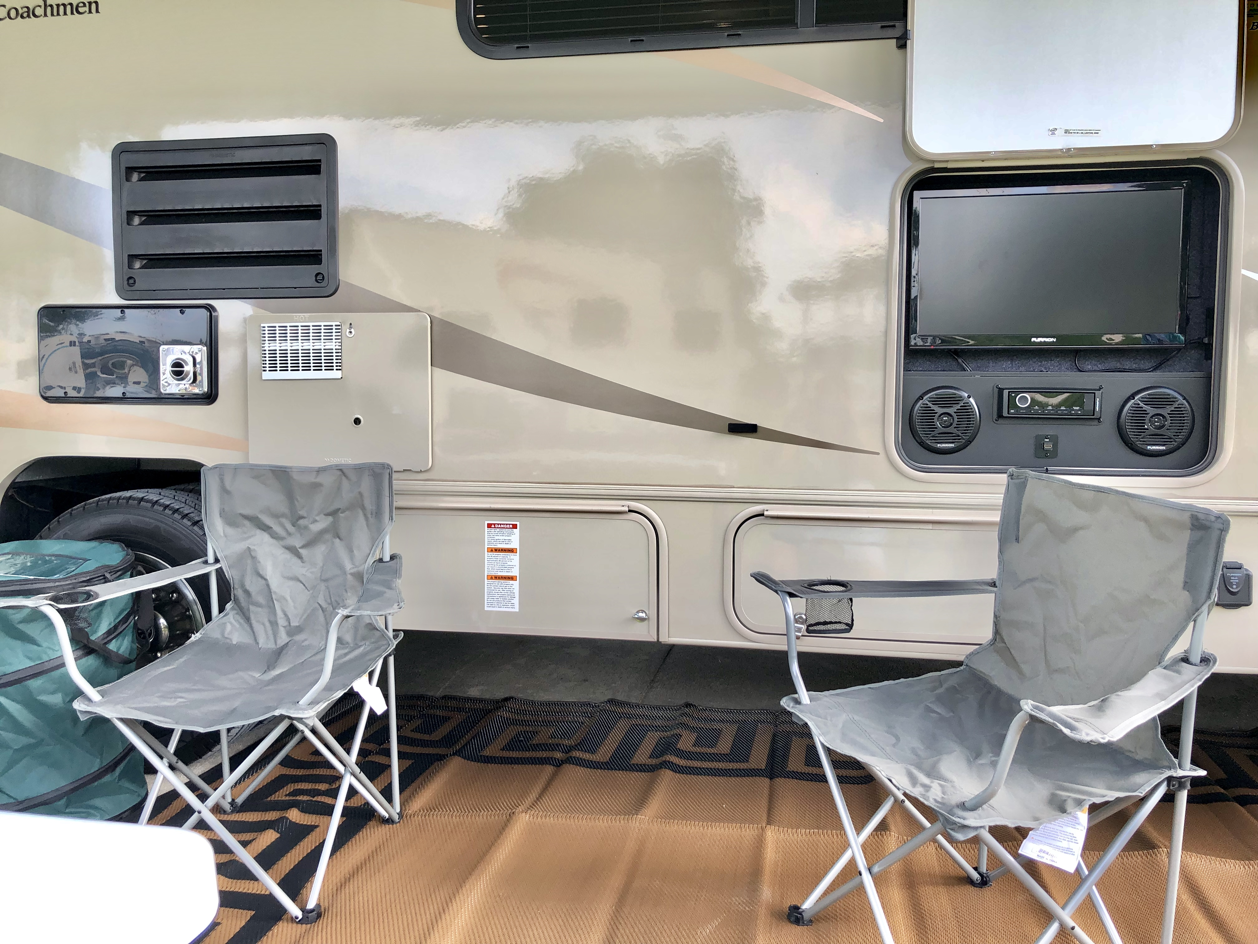 8 camping chairs provided, outdoor tv/sound system. Coachmen Leprechaun 2019