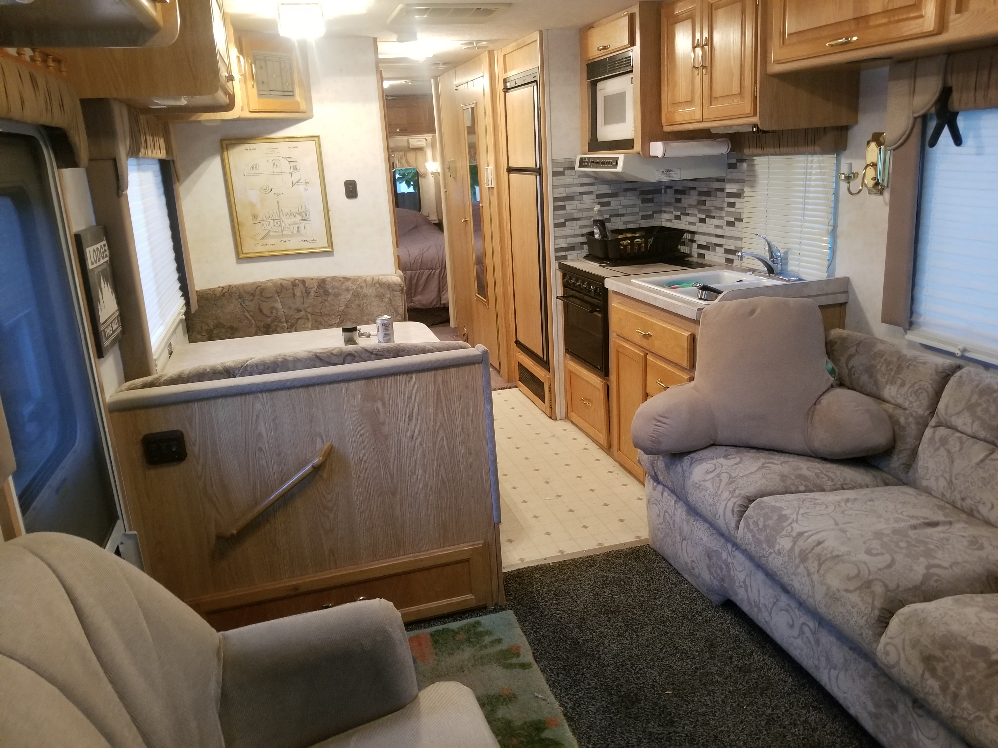 Kitchen / Dinette. Georgie Boy Cruise Master 1997