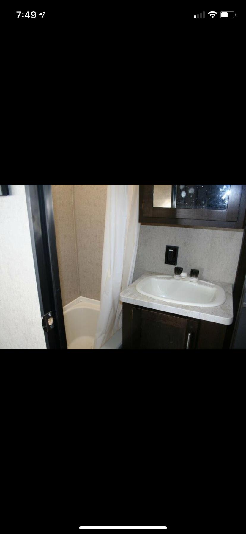 Bathroom . cherokee 27DBH 2015