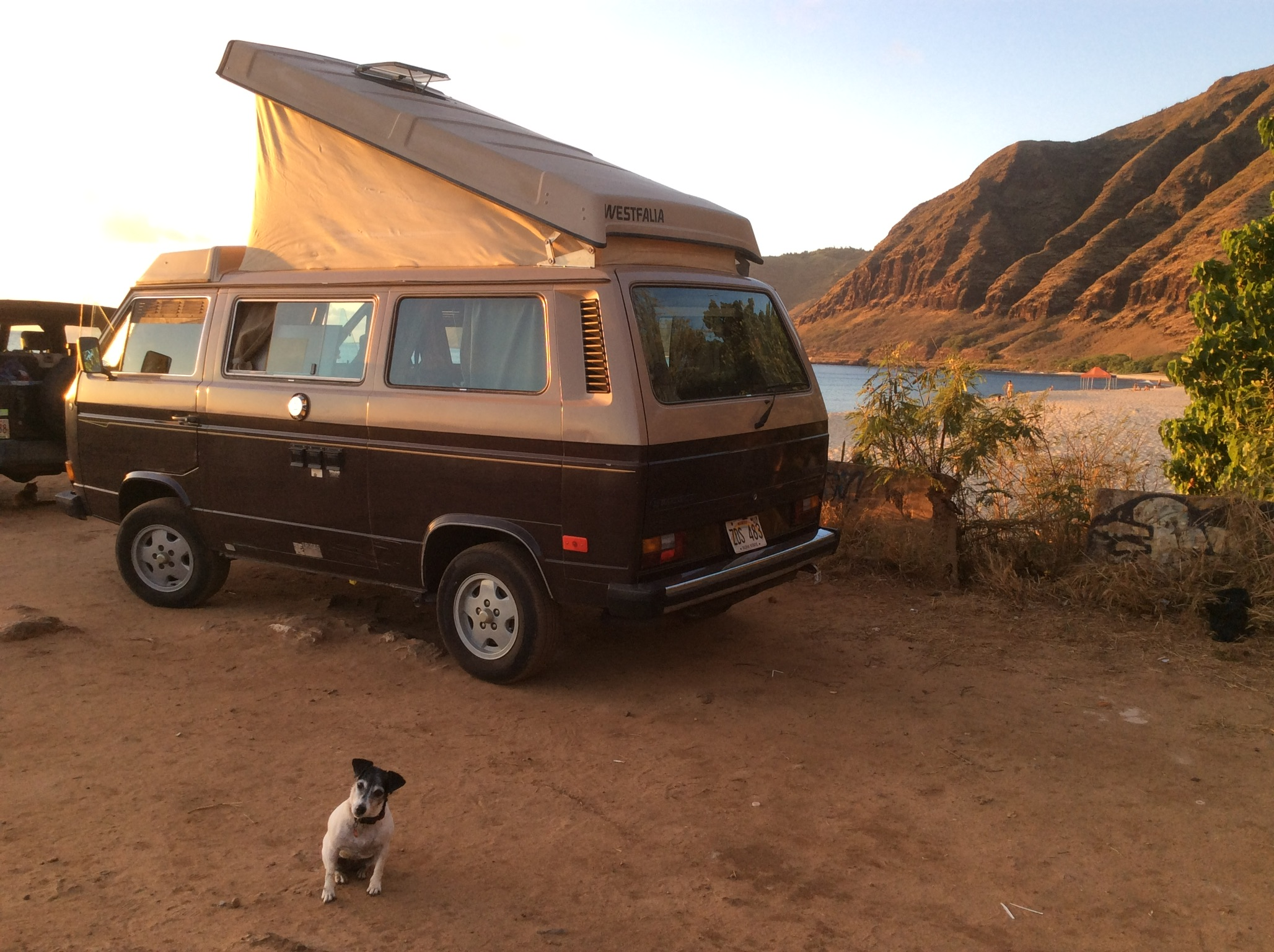 The pop-to can offer a covered, cool way to rest beside any of the great sites around O'ahu. Volkswagen Vanagon Westfalia 1984