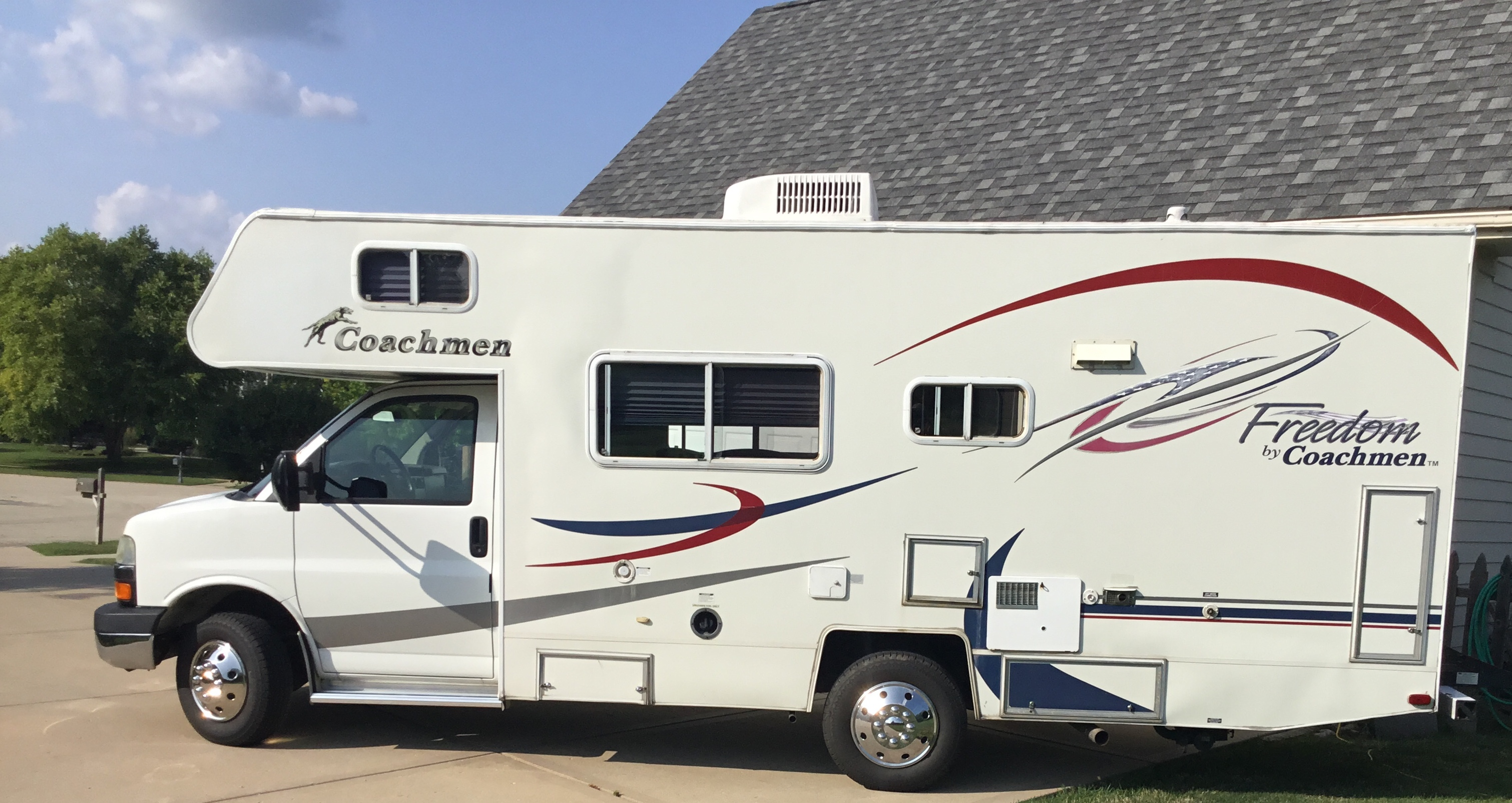 Drivers side. Coachmen Freedom 200 RB 2005