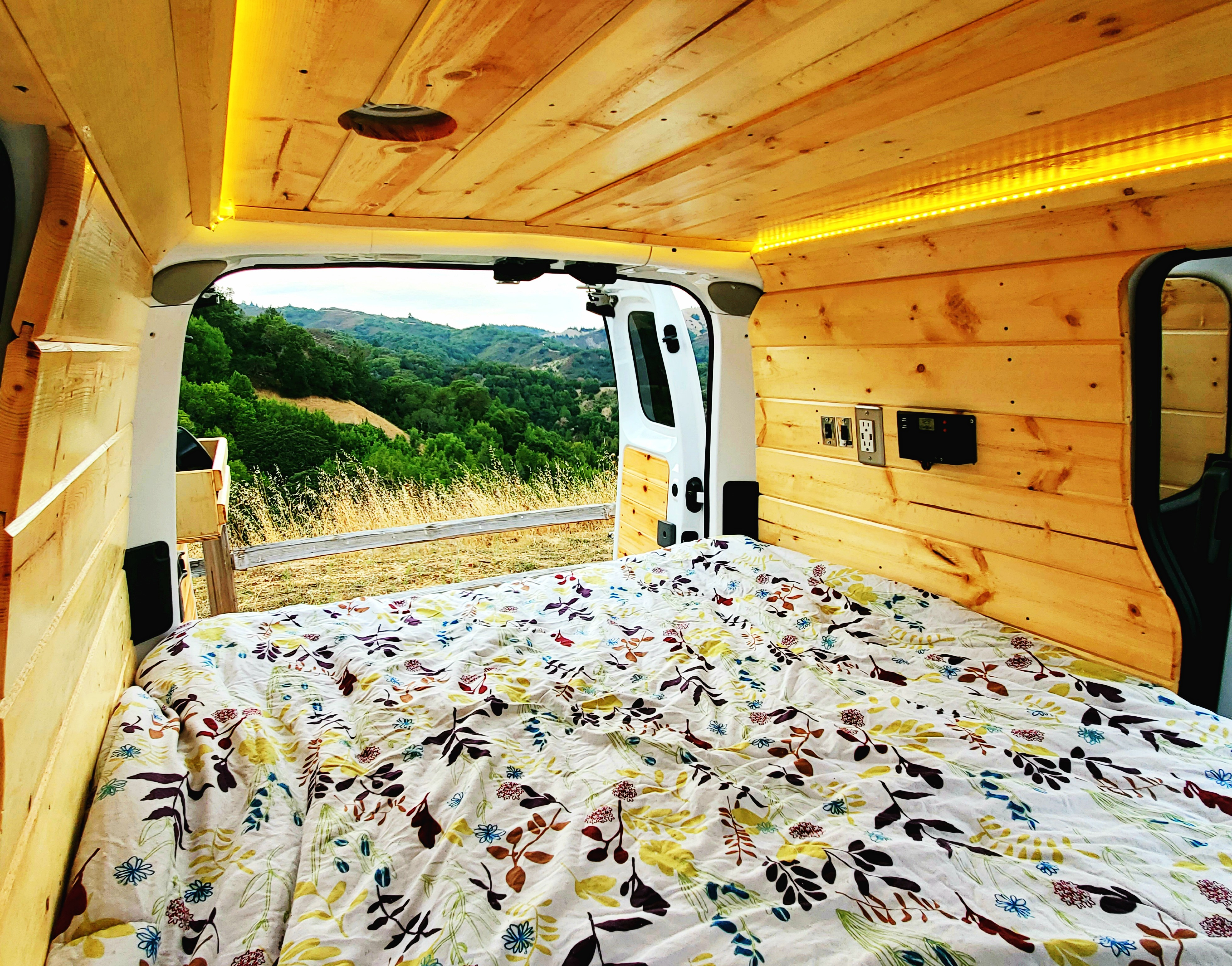 Linens included with rental including pillows and comforter. Nissan NV200 2019