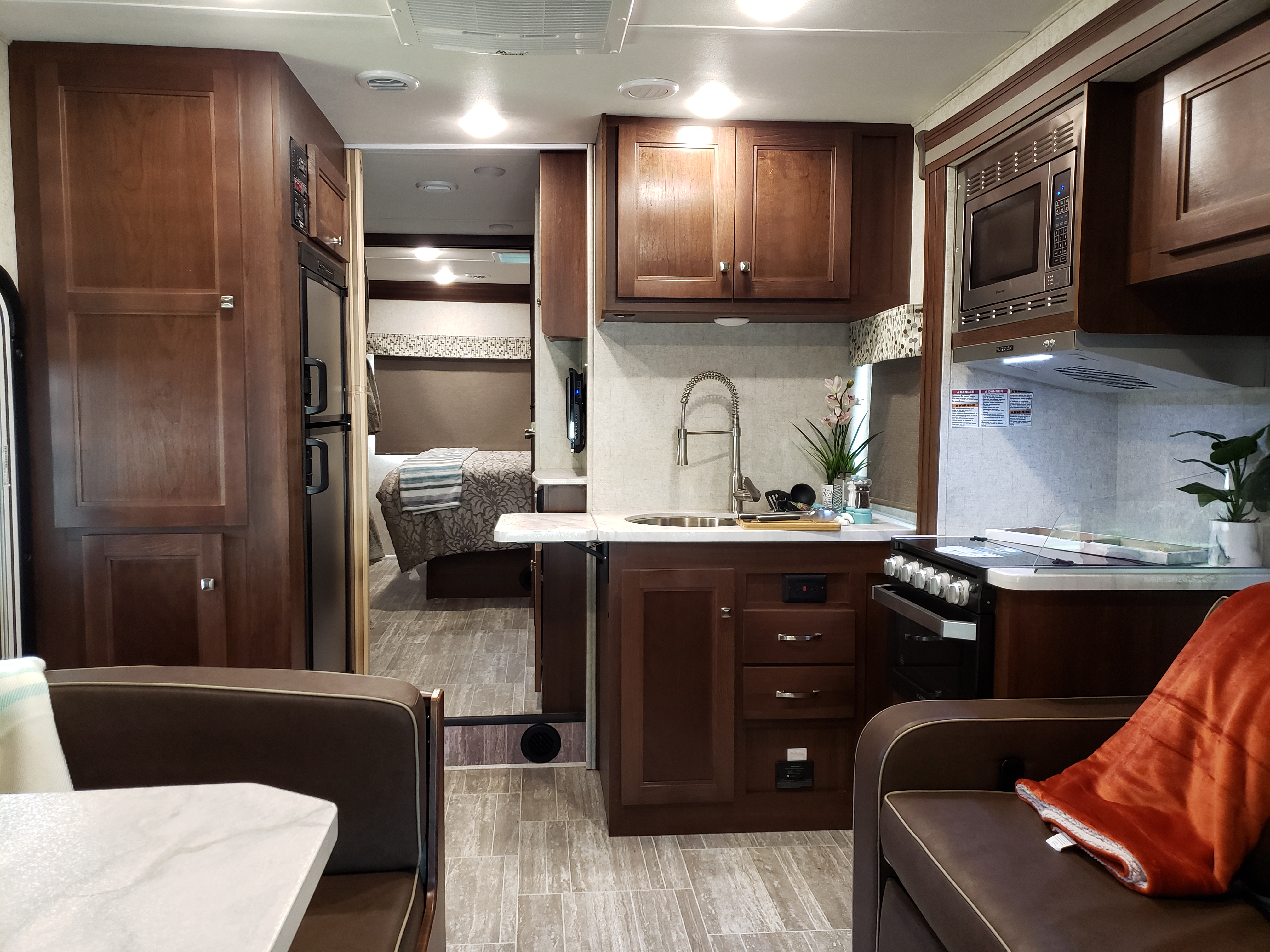Beautiful kitchen and entertainment area.. Forest river Sun Seeker 2019