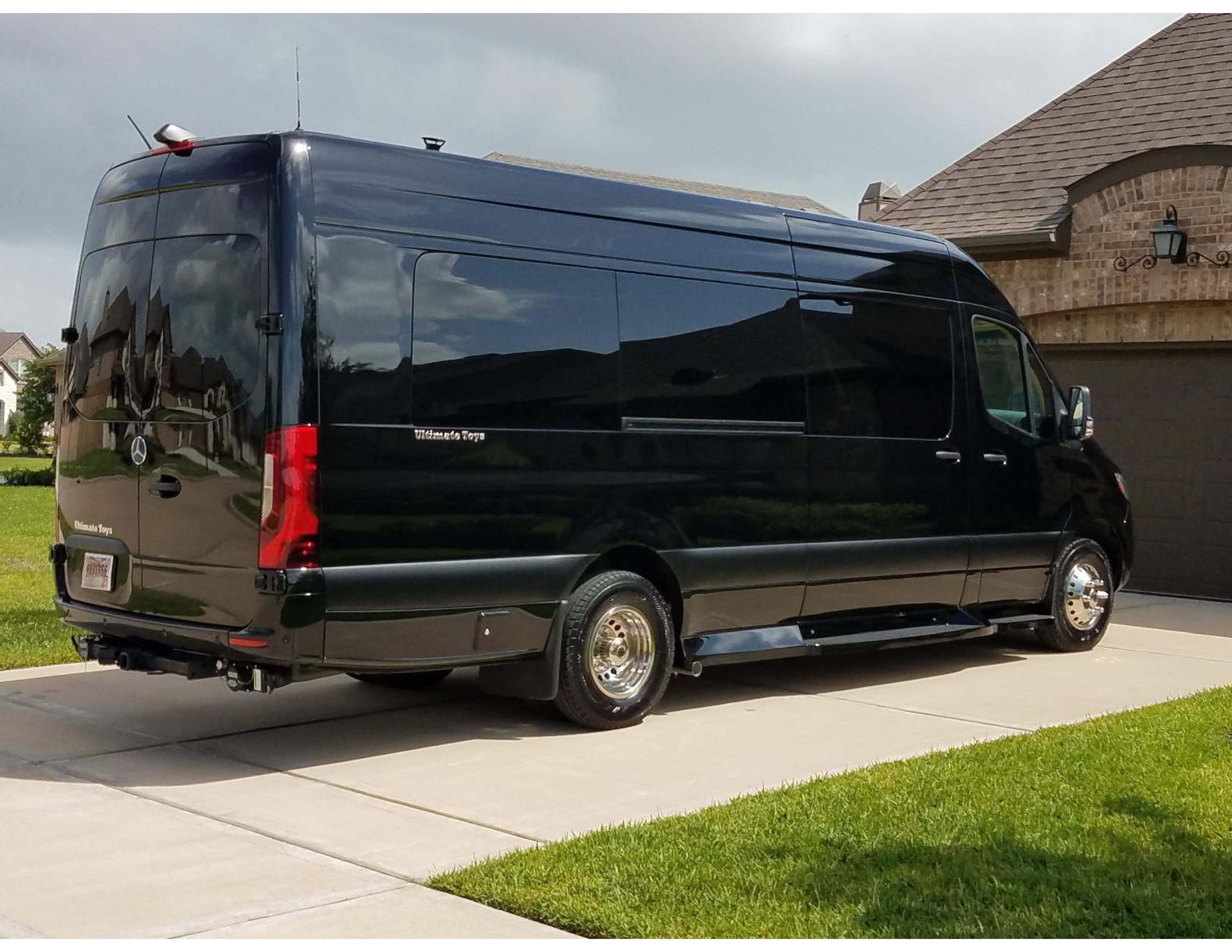 The largest bathroom available!. Mercedes-Benz Ultimate Toys Presidential 2020