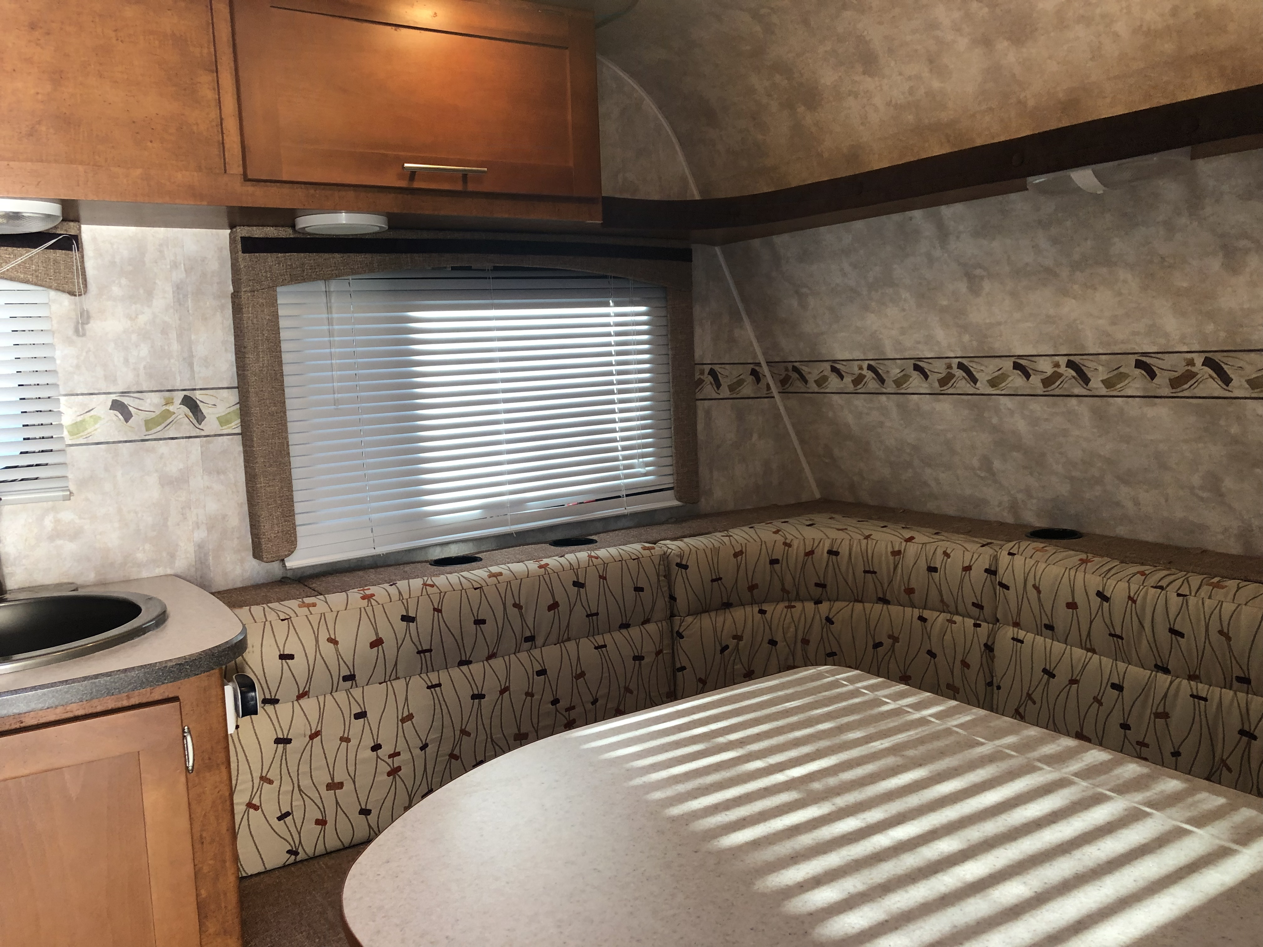Table turns in to Bed 66inches by 60 inch  and 2 single bunkbed. Pacific Coachworks 21UDBH 2009