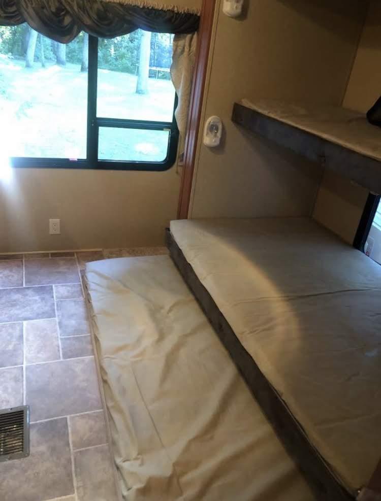 Bunk room. Forest River Salem Hemisphere 2010