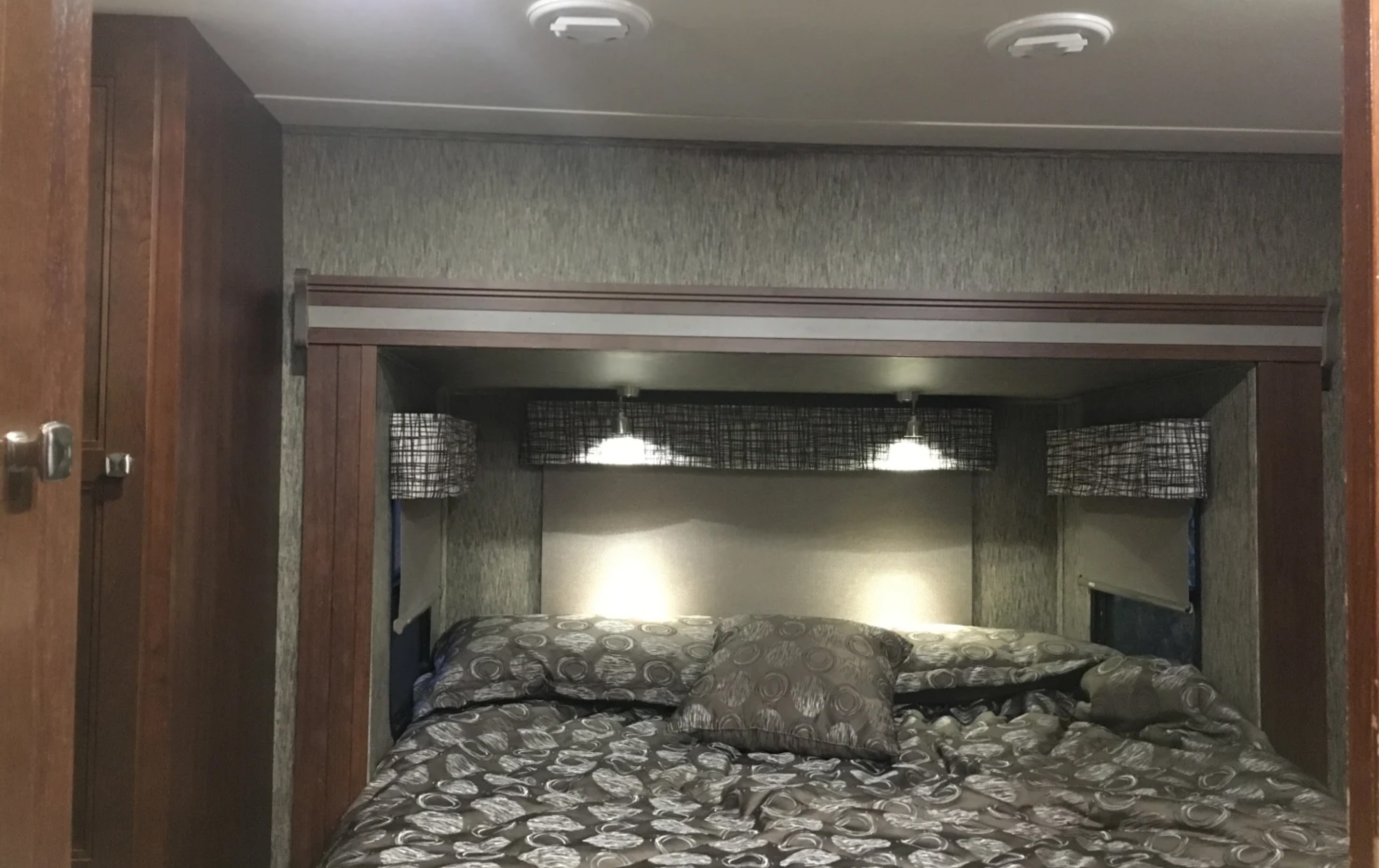 gorgeous bedroom. Forest River Sunseeker 2018