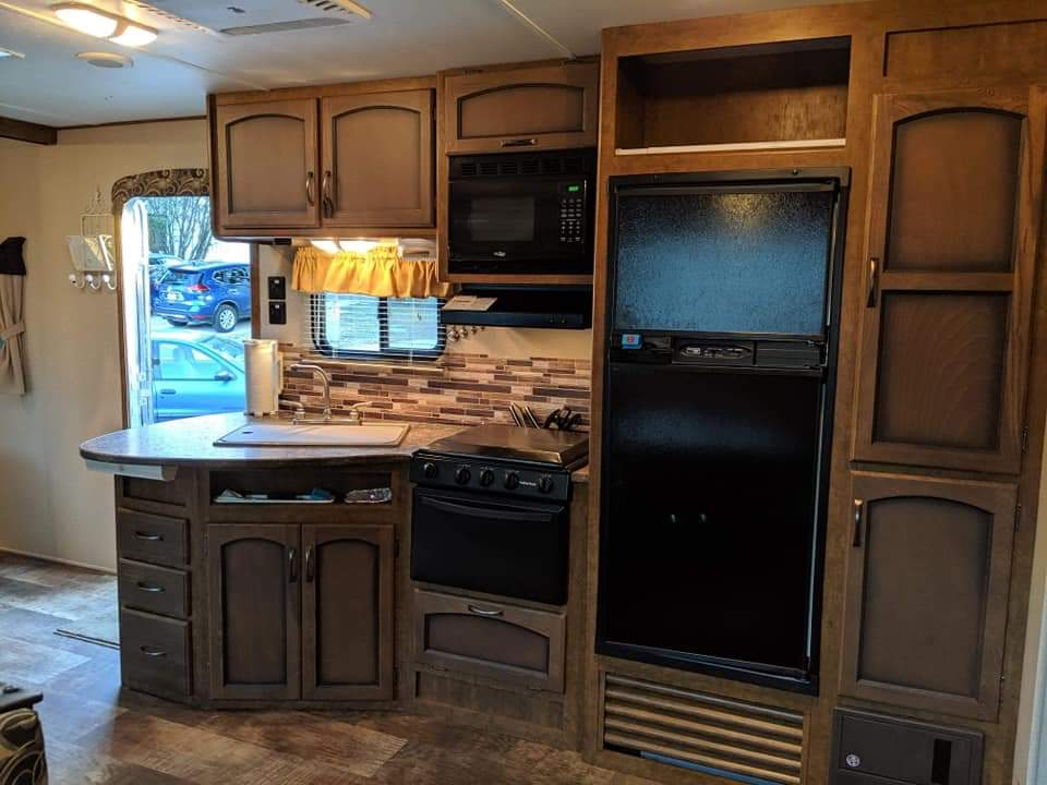 Updated appliances with large pantry. Crossroads Zinger 2016