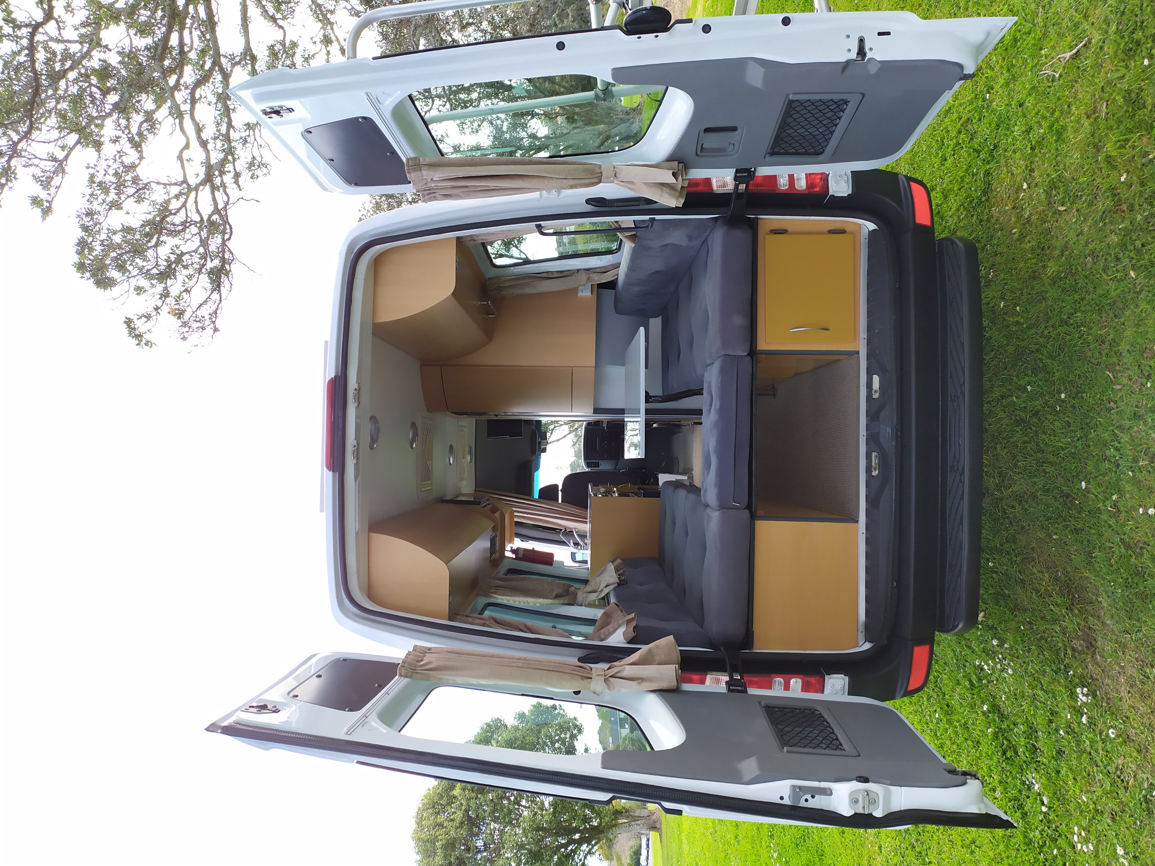 With the rear doors open the living area in back offer a walkthrough or U shaped arrangement.. Mercedes-Benz 313 Sprinter LWB Motorhome 2011