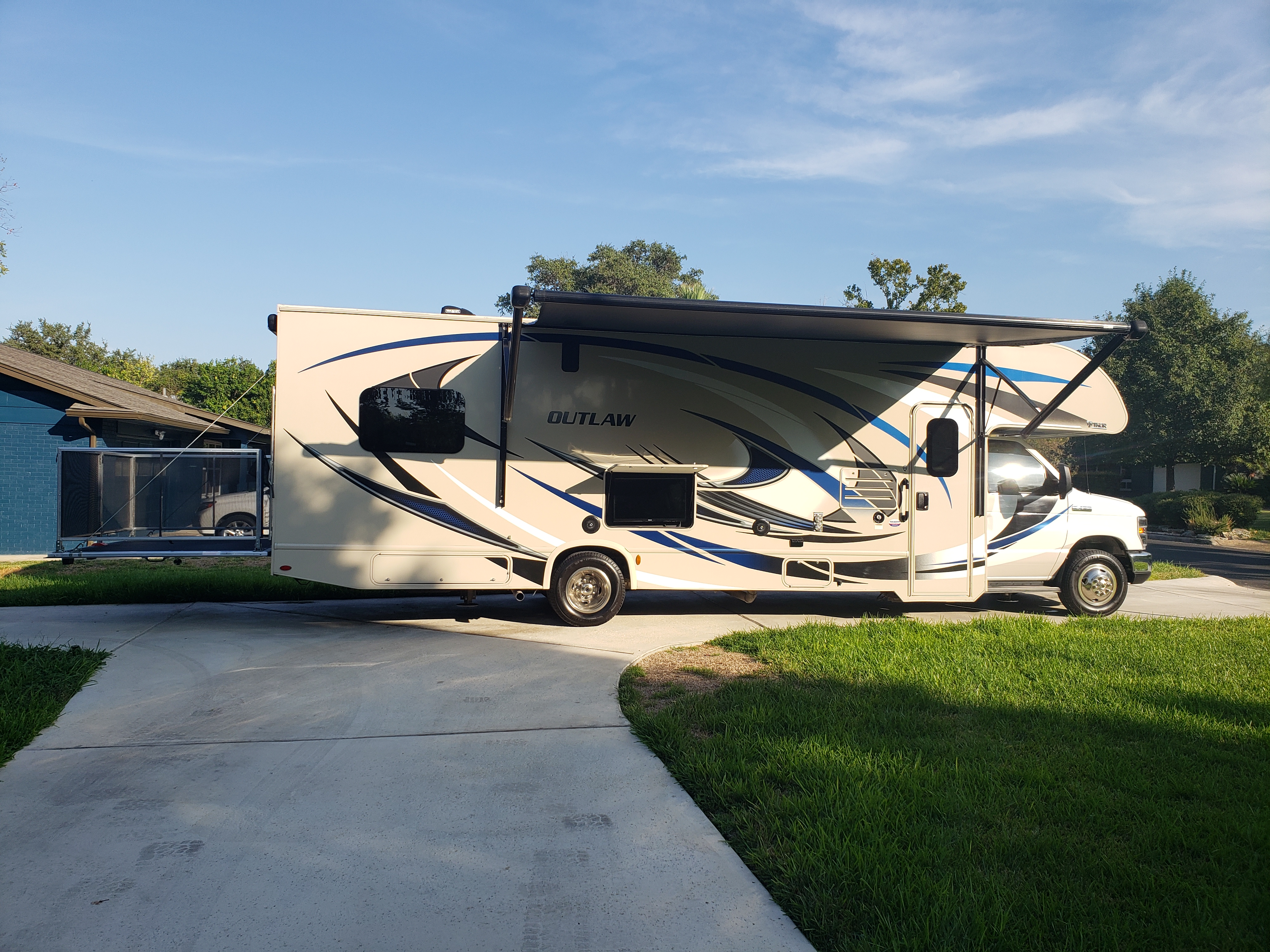 Large awning and deck. Thor Motor Coach Outlaw 2018