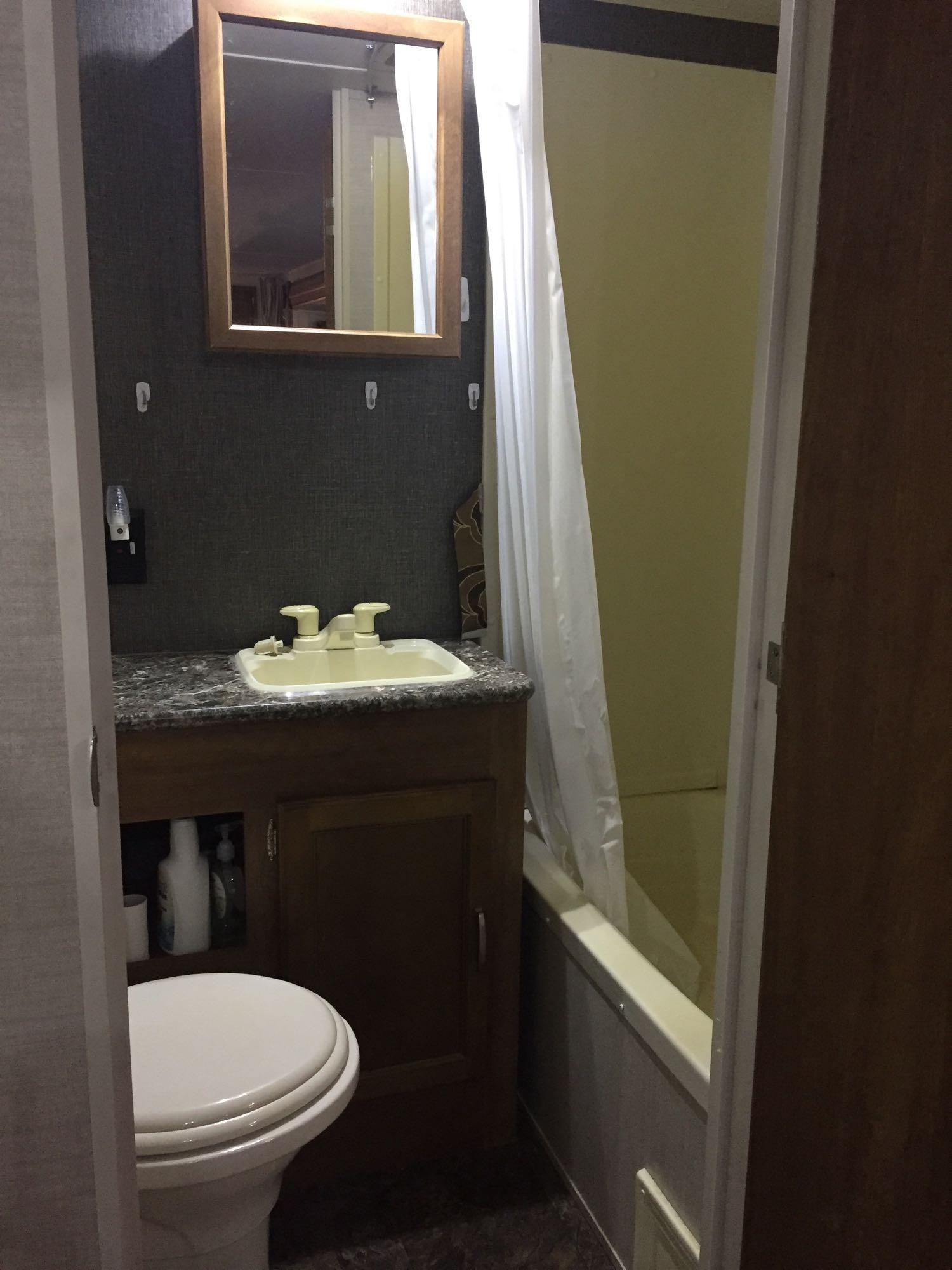 Bathroom with shower/tub. Keystone Summerland 2015