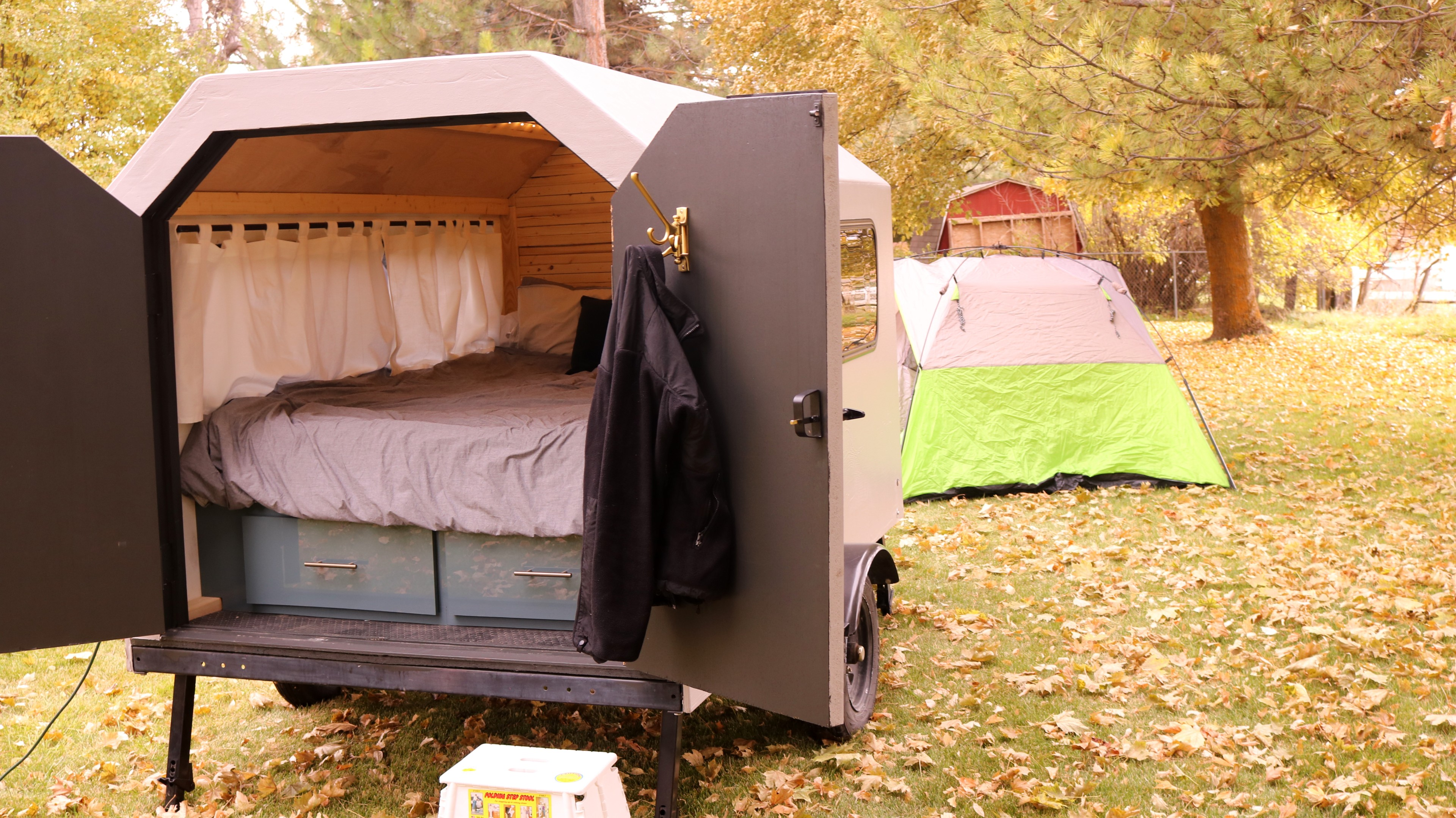 Sleep luxuriously and make the kids sleep in a tent.. Custom CamperTrailer 2019