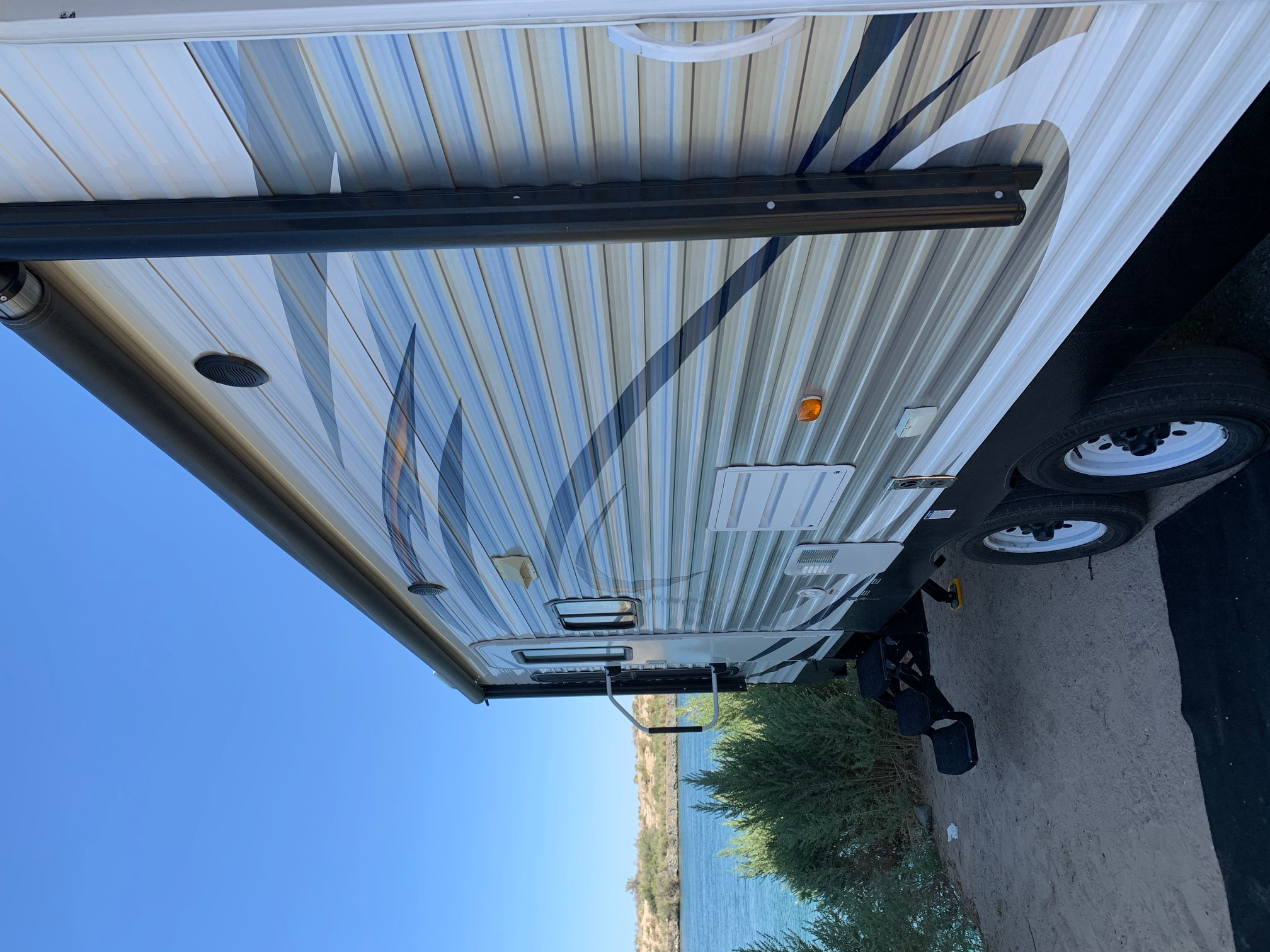 The size of our trailer is amazing for all locations - you can pull it right up to the water without any problems.. Forest River Salem 2016