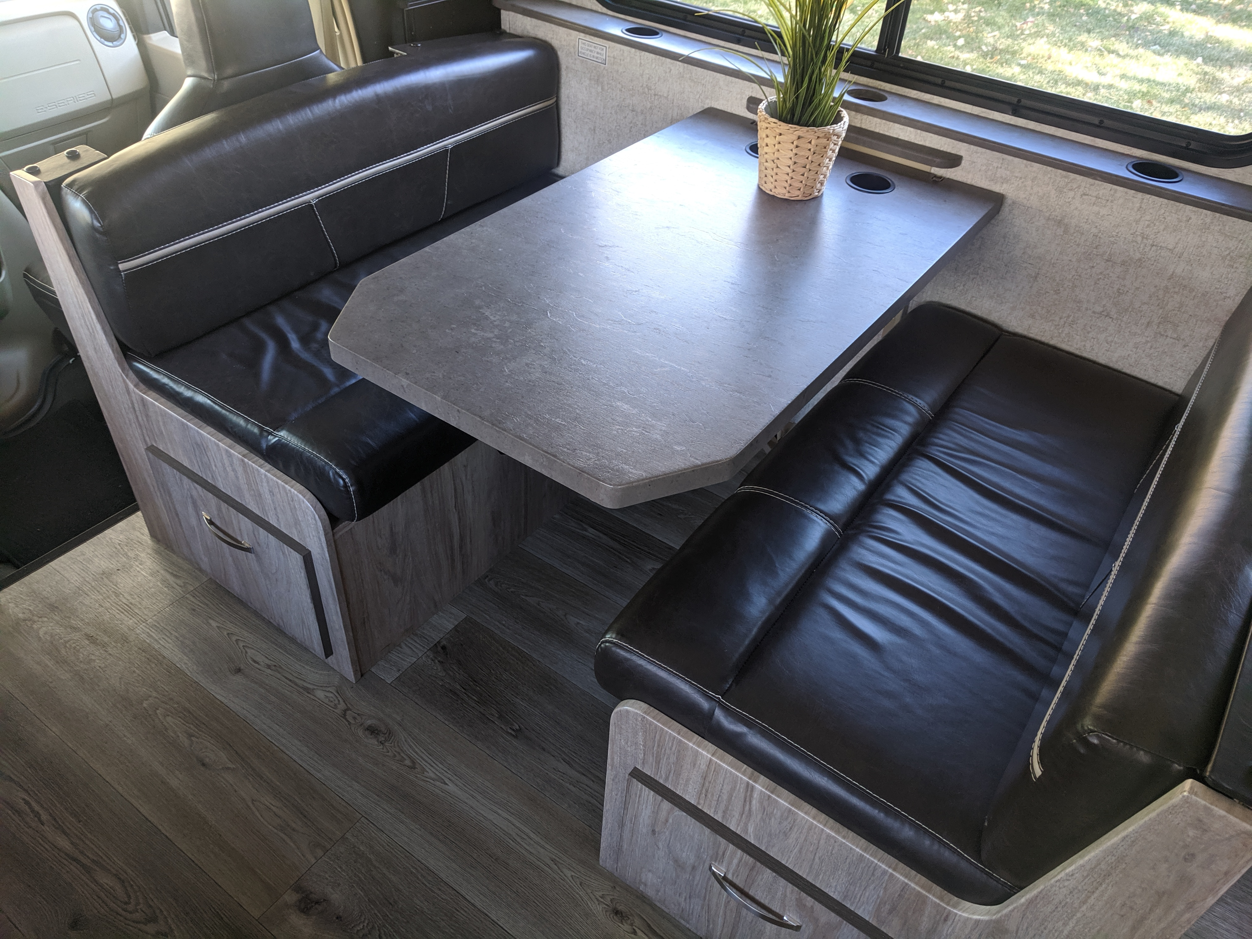 Table that easily turns into a bed.. Forest River Forester 2017