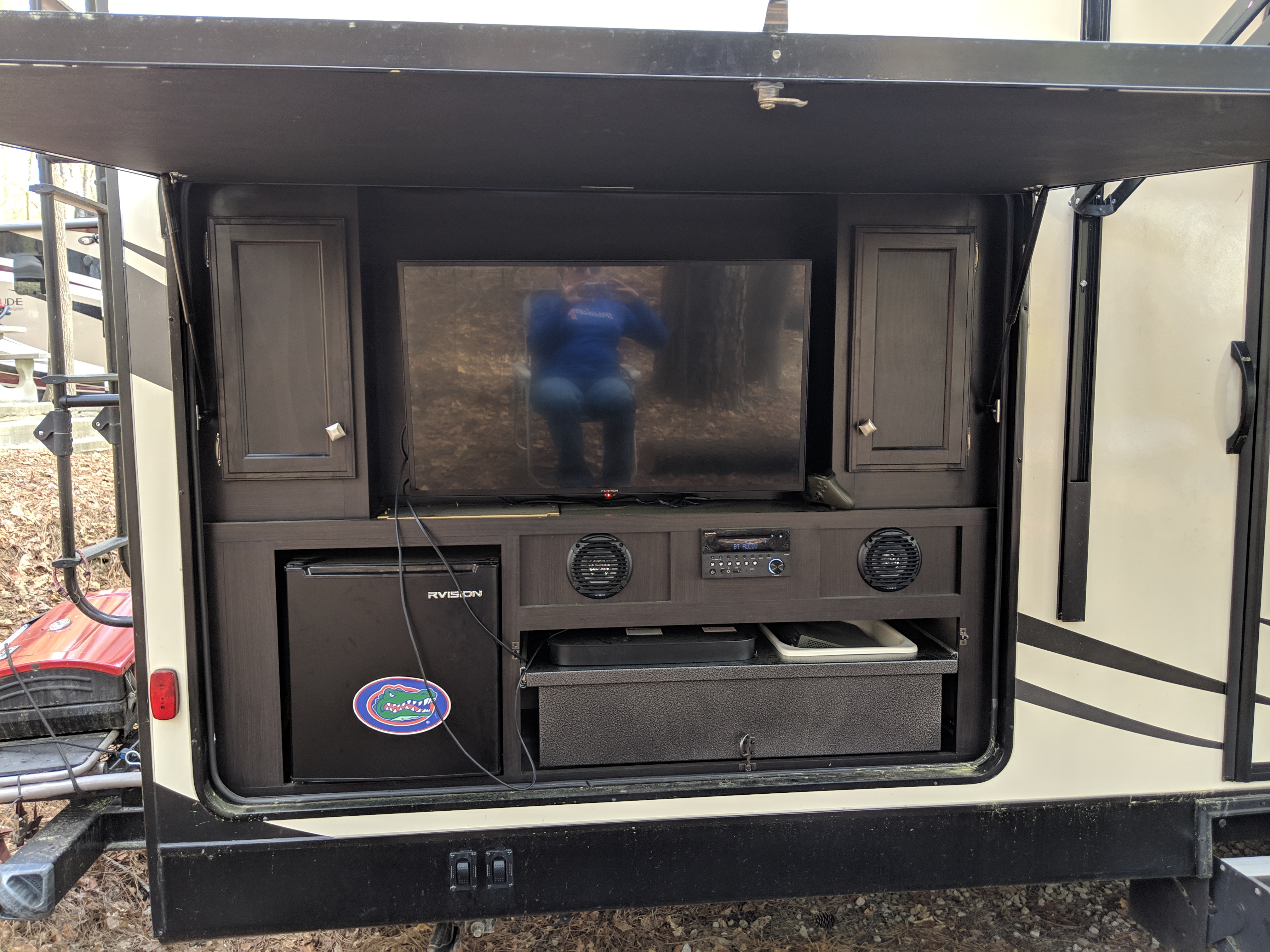 Outdoor kitchen with entertainment center, perfect for tailgaiting. Venture Rv Sporttrek 2018