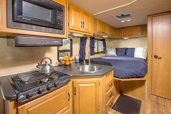 Everything you need to prepare meals on your trip and very convenient. Thor Motor Coach Four Winds Majestic 2013