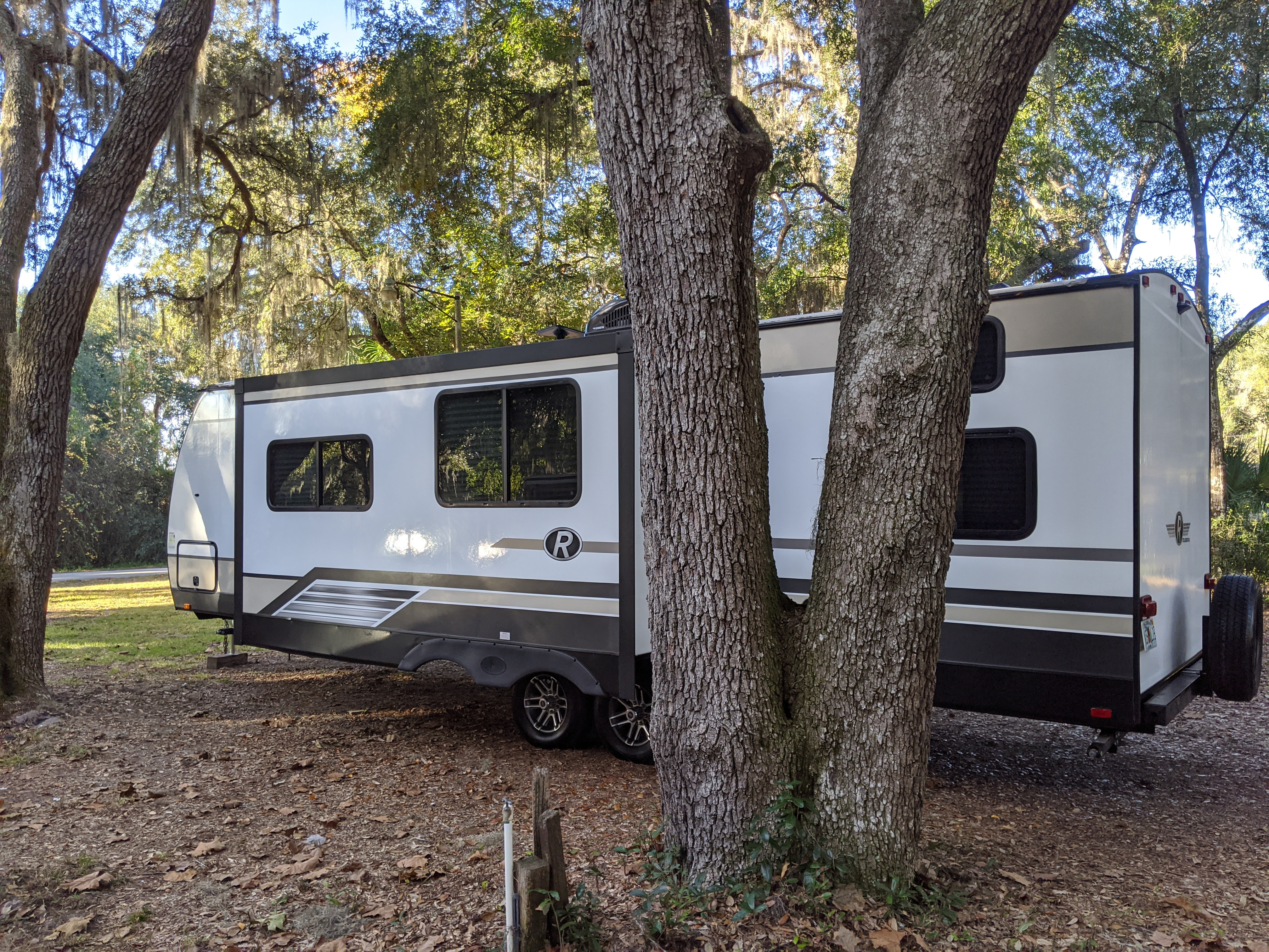 Slide out. Cruiser Rv Corp Radiance 2018