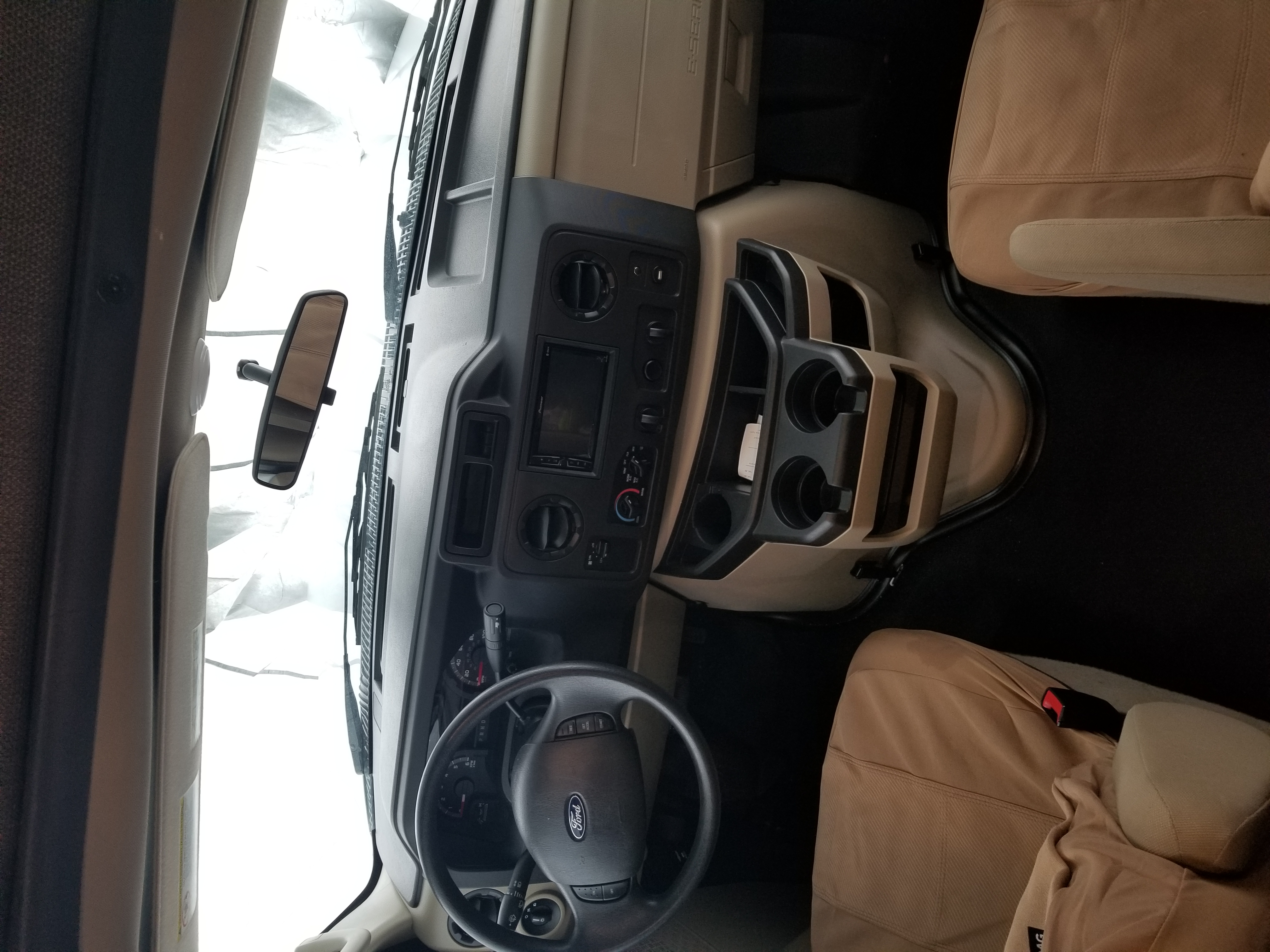 Easy to drive. Backup camera. Ford E450 2020
