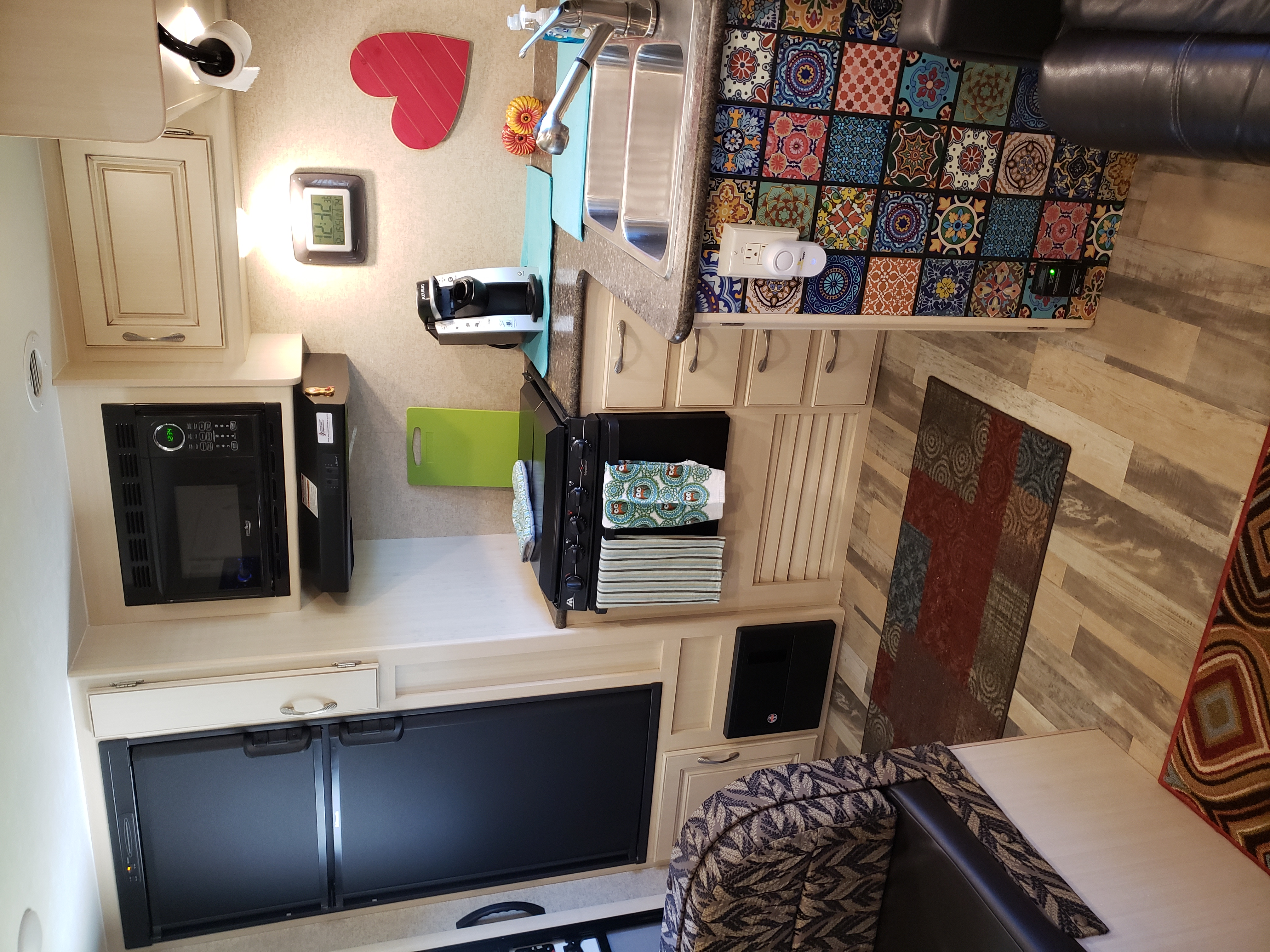 Dishes, cups, microwave, fridge, oven, stovetop, K-cup coffee pot,. Winnebago Minnie Winnie 2016